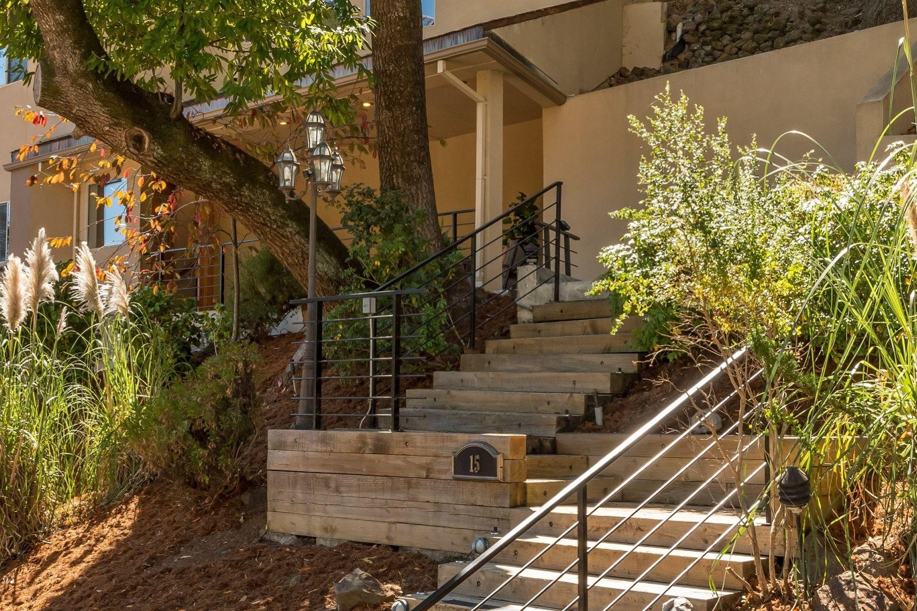 Maison unifamiliale pour l Vente à 15 Crystal Springs Terrace Hillsborough, Californie 94010 États-Unis