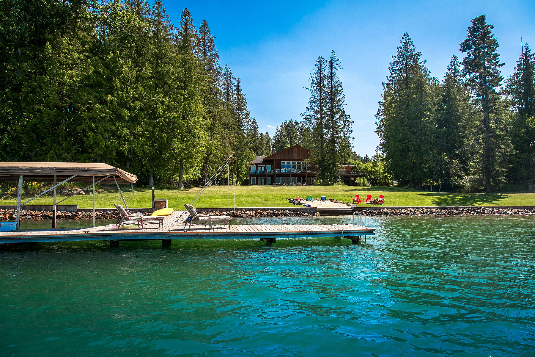 Villa per Vendita alle ore Waterfront home at Murphy Bay on the Pend Oreille River! 127 Hubbard Ln Sagle, Idaho, 83860 Stati Uniti