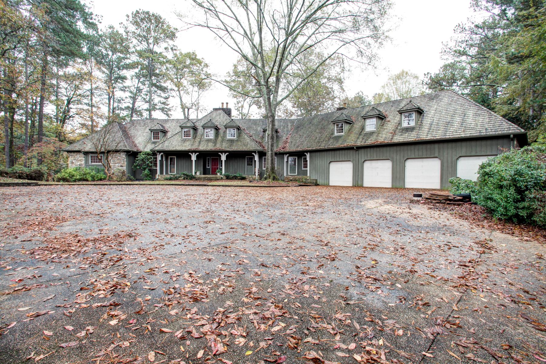 단독 가정 주택 용 매매 에 Spacious Builder's Home On 3.15 Acres And A Lake 3949 Paul Samuel Road NW Kennesaw, 조지아, 30152 미국