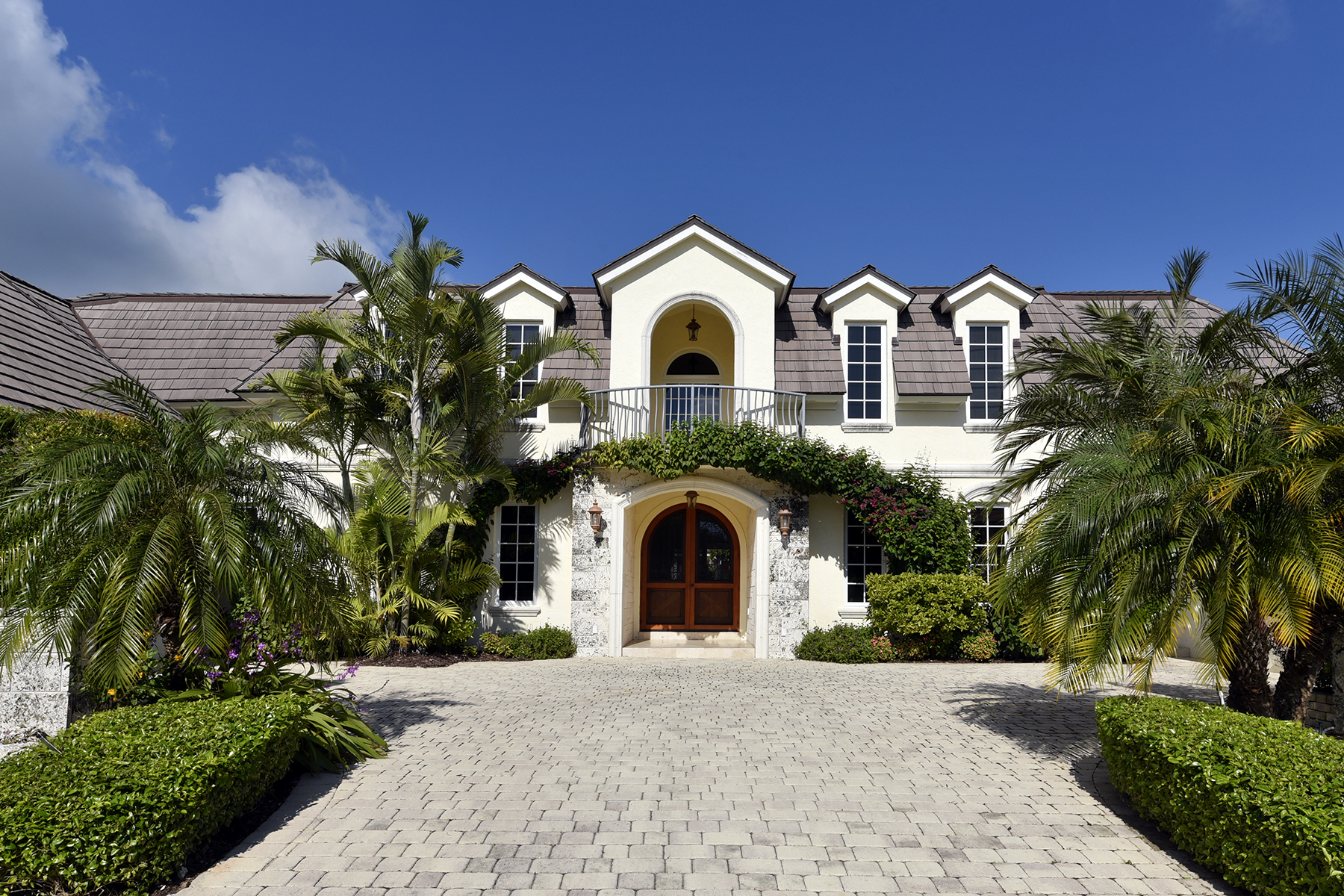 Additional photo for property listing at Expansive Waterfront Home at Ocean Reef 25 Bay Ridge Road Key Largo, Florida 33037 Estados Unidos