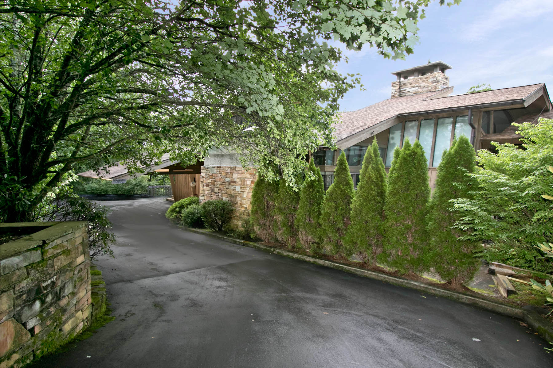 Single Family Home for Sale at Highlands Falls Country Club 2080 Upper Divide Road Highlands, North Carolina, 28741 United States