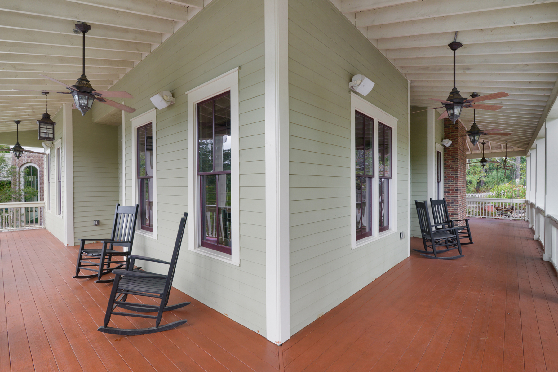 Additional photo for property listing at Upscale Serenbe Farmhouse-Style Home 10723 Serenbe Lane Chattahoochee Hills, Georgia 30268 États-Unis