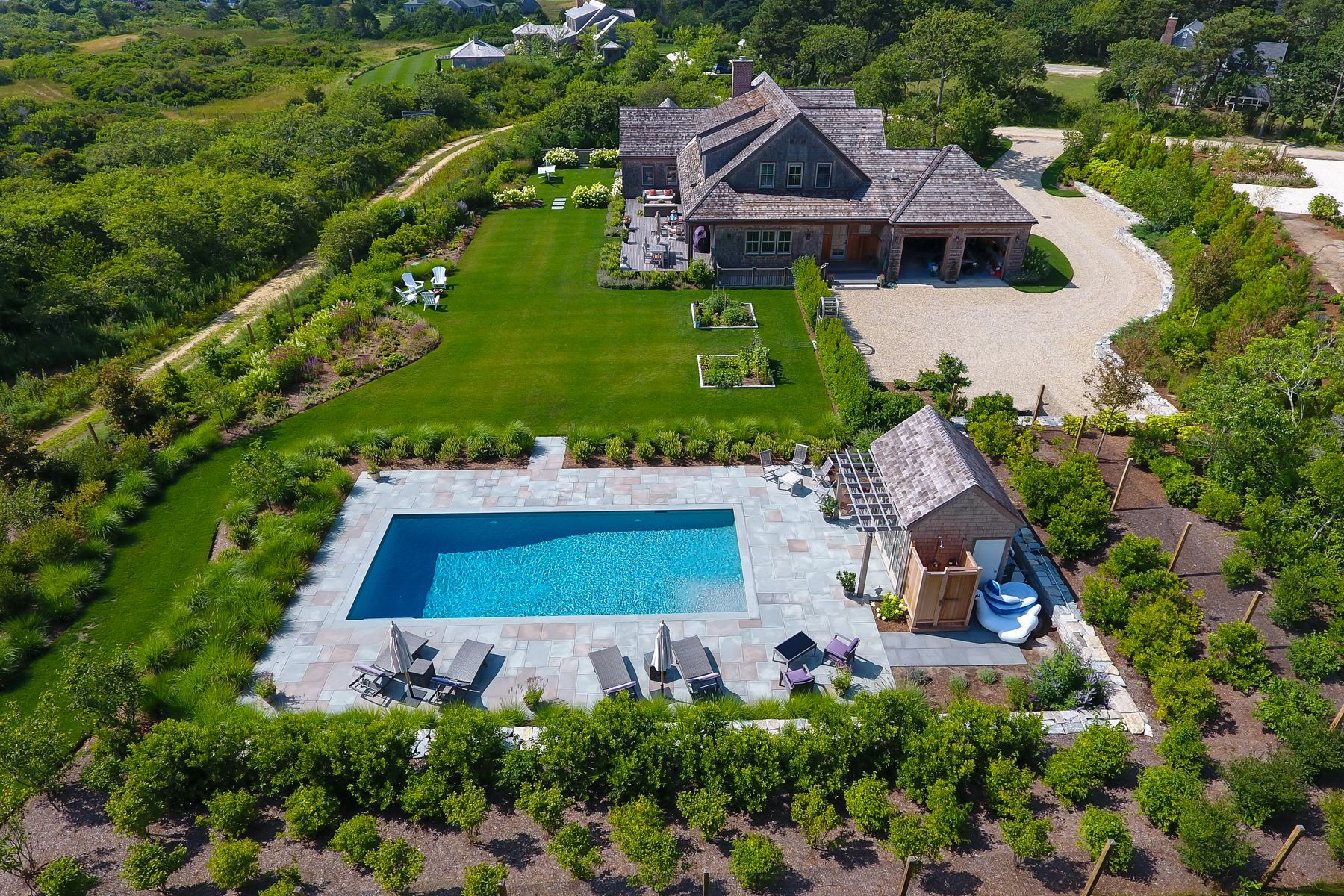 Casa Unifamiliar por un Venta en Sophisticated Two Acre Estate 8 Hickory Meadow Lane Nantucket, Massachusetts, 02554 Estados Unidos