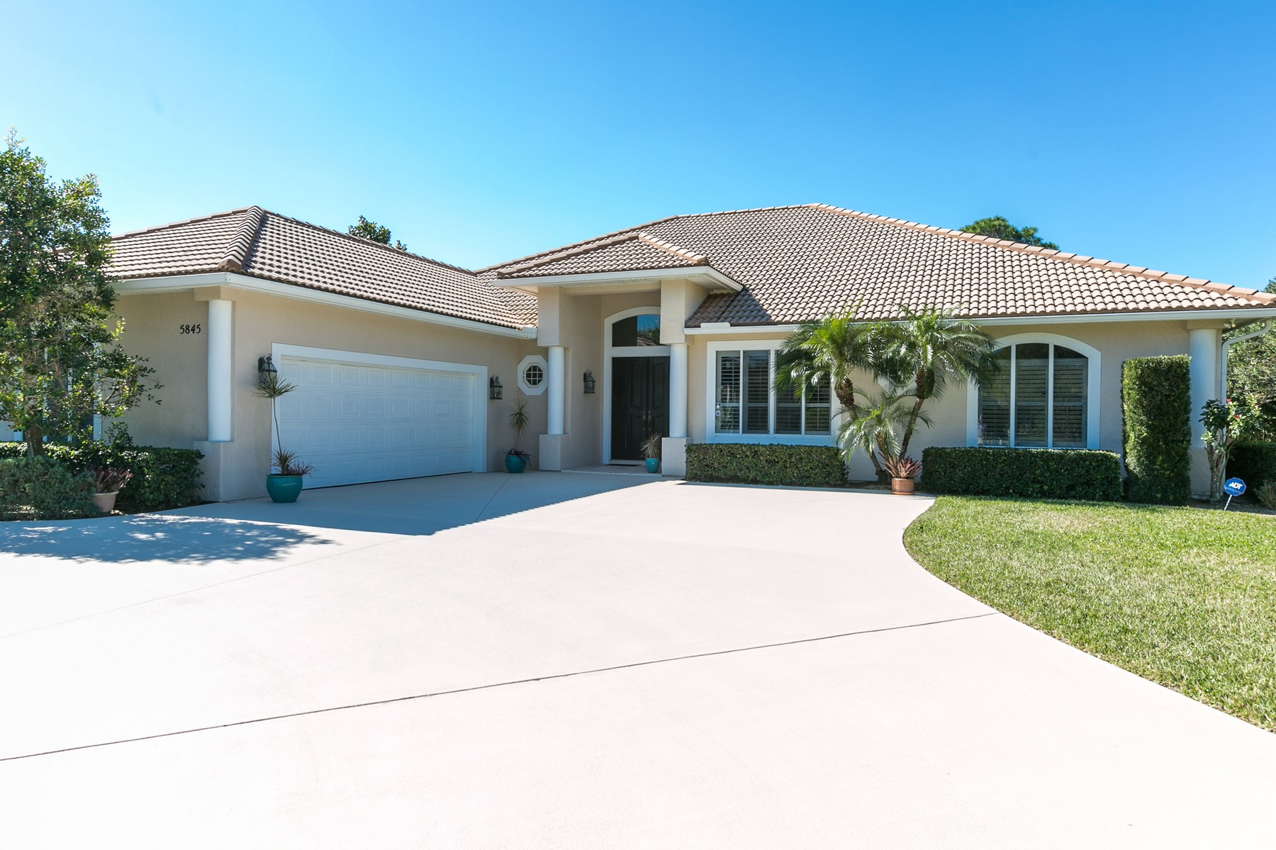 Single Family Home for Sale at Pool Home in Bent Pine 5845 Turnberry Lane Vero Beach, Florida, 32967 United States