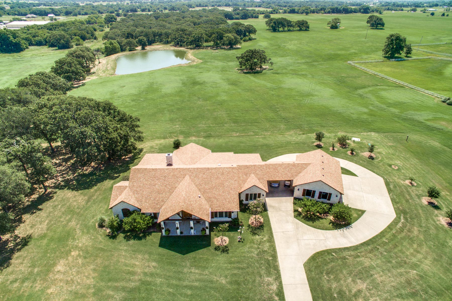 Fattoria / ranch / campagna per Vendita alle ore 166 Acre Private Country Estate in Denton County 9890 Cole Road Pilot Point, Texas, 76258 Stati Uniti