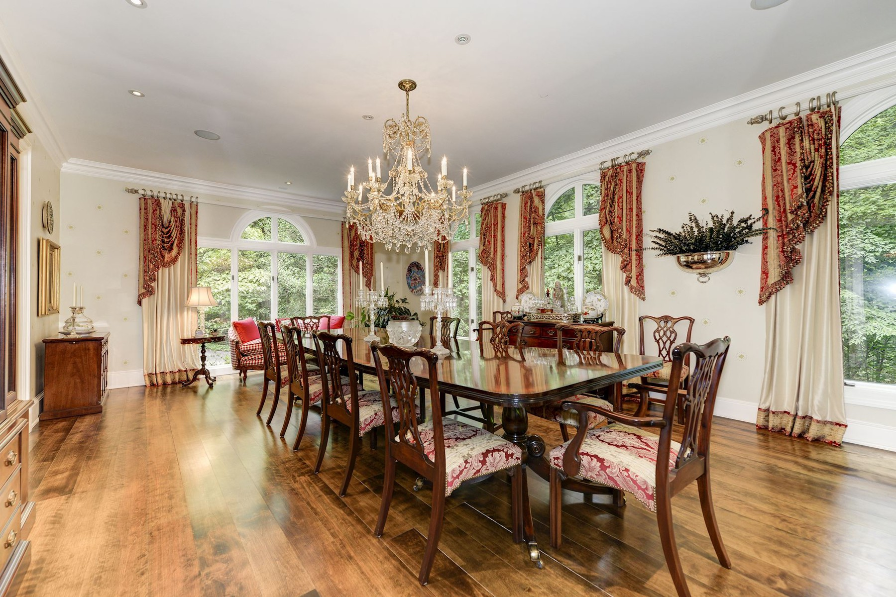 Additional photo for property listing at La Maison 1111 Crest Lane McLean, Virginia 22101 United States