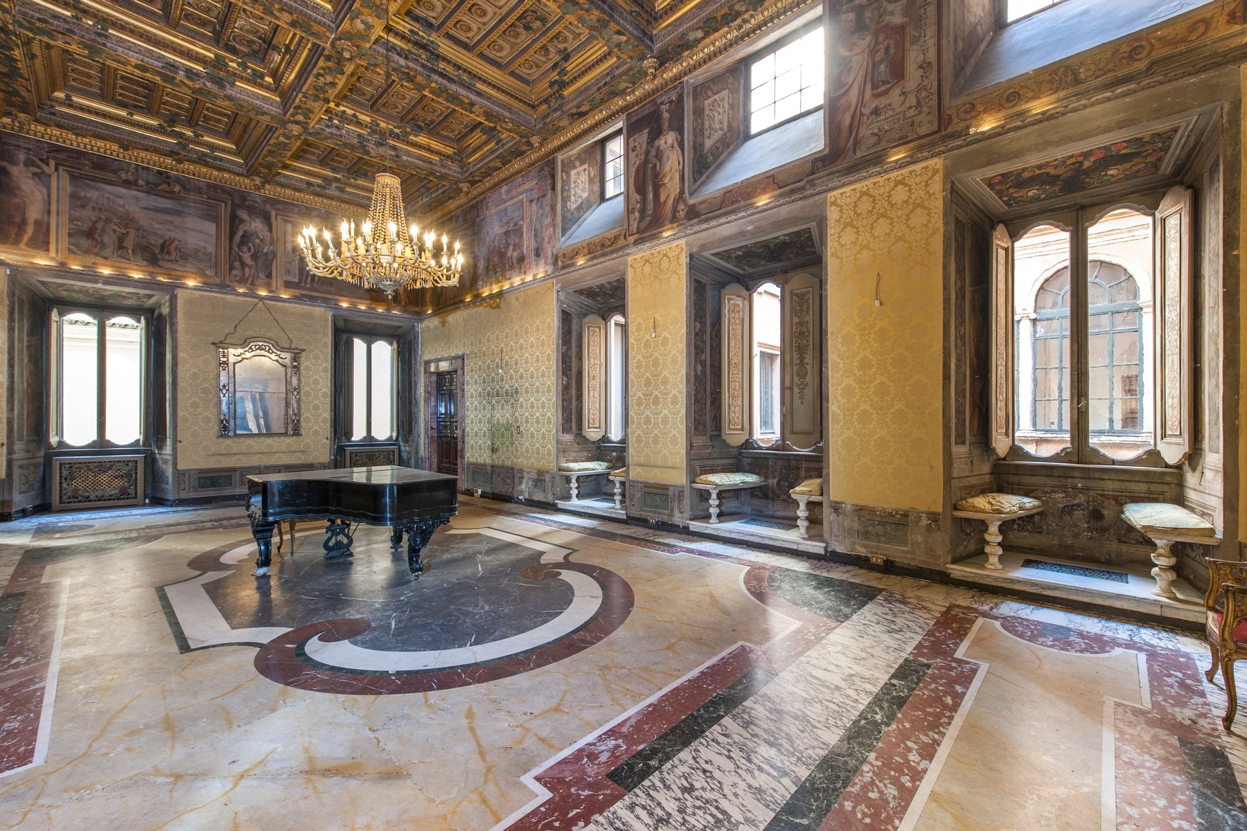 Additional photo for property listing at Palazzo Pecci Blunt à l'Ara Coeli Rome, Rome Italie