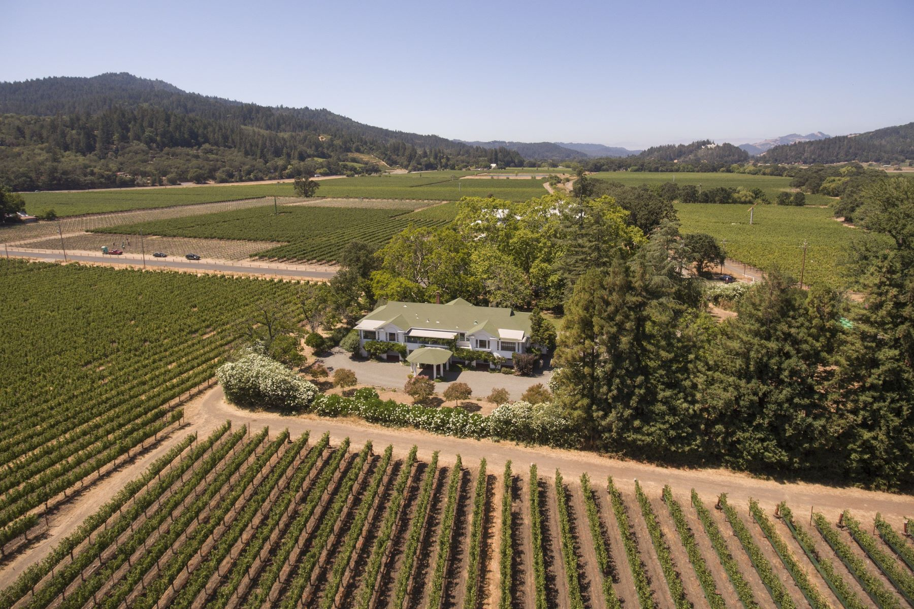Casa Unifamiliar por un Venta en Larkmead Inn in the Vineyards 1103 Larkmead Lane Calistoga, California 94515 Estados Unidos