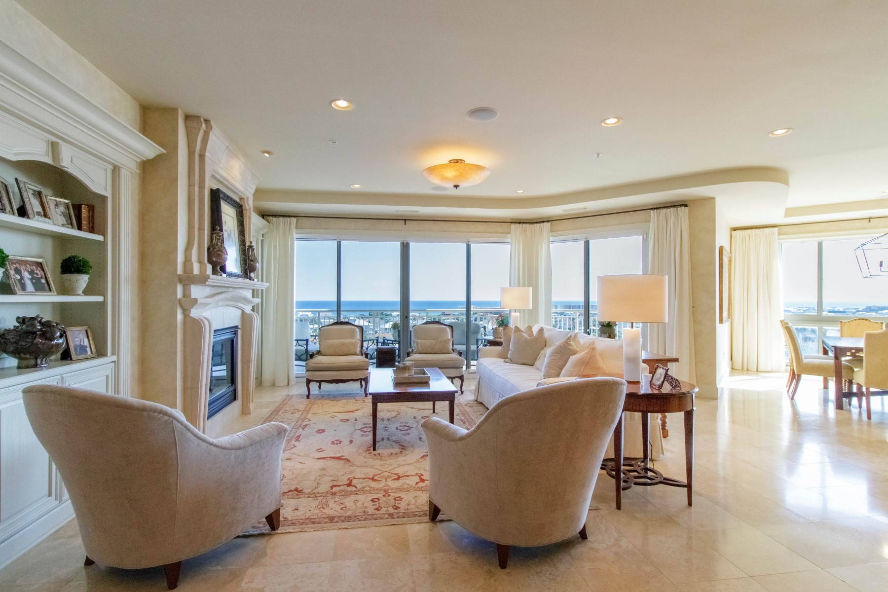 Кондоминиум для того Продажа на PENTHOUSE WITH GULF AND HARBOR VIEWS 662 Harbor Boulevard 910 Destin, Флорида 32541 Соединенные Штаты