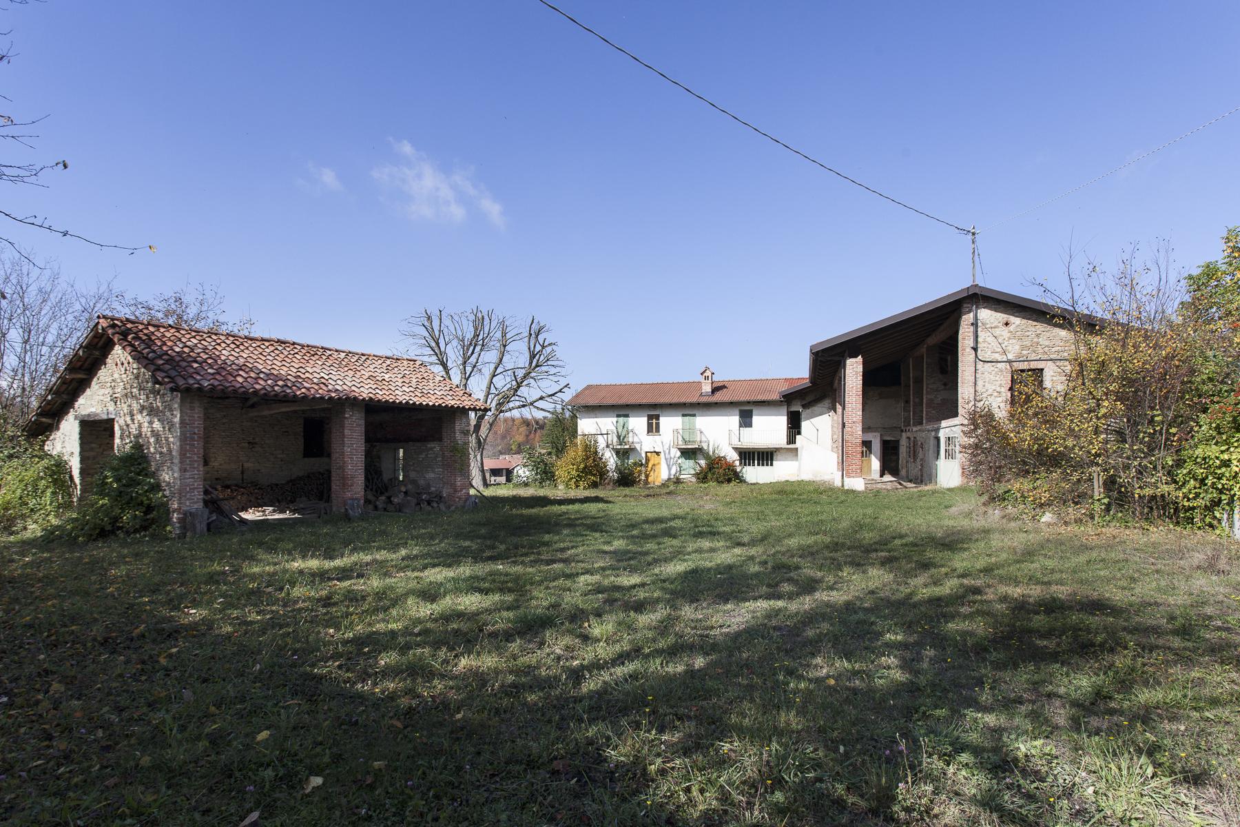 Additional photo for property listing at Propriété dans une unique positionne sur les collines des Langhe Frazione Surie Clavesana, Cuneo 12060 Italie