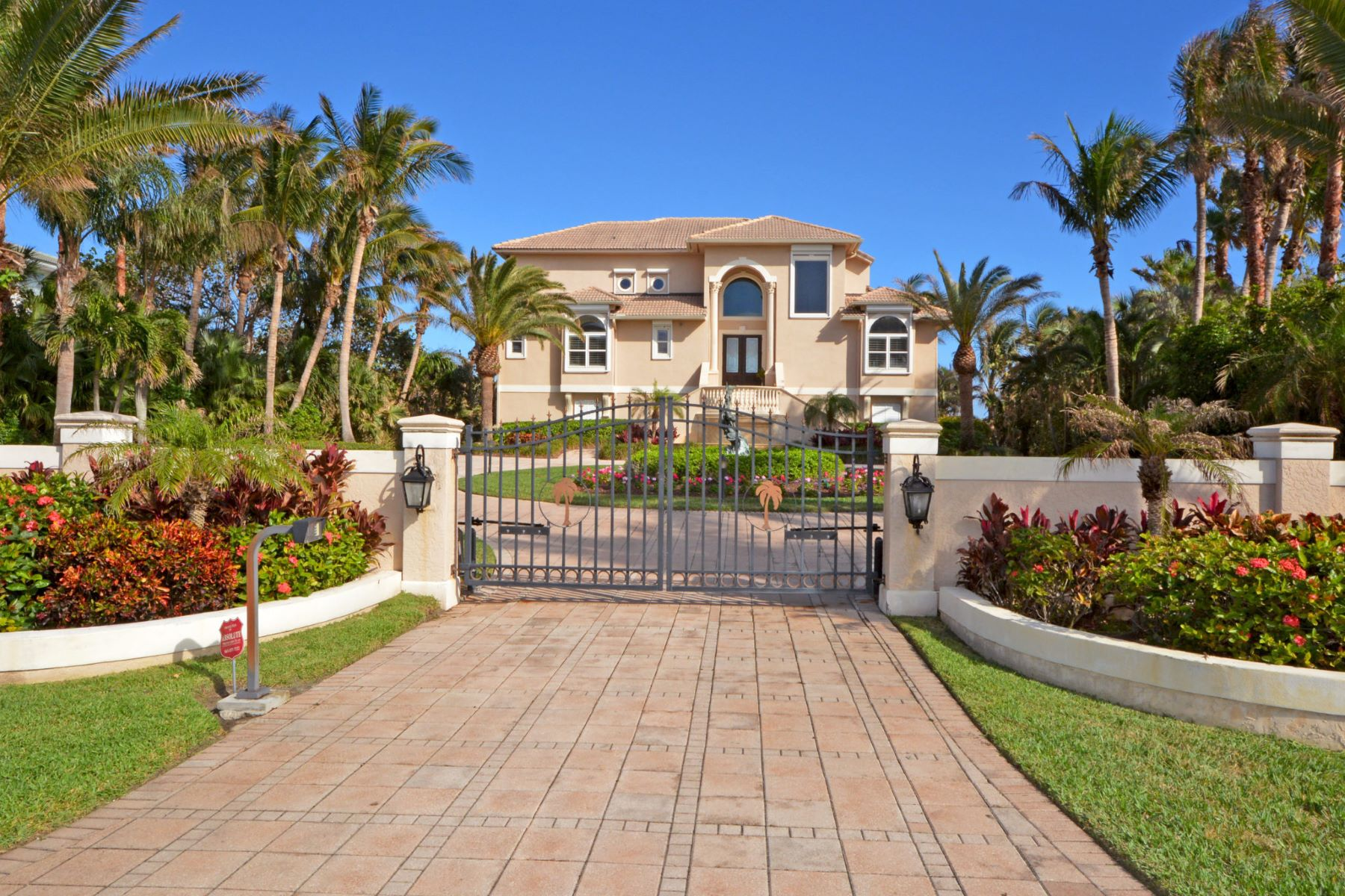 Additional photo for property listing at Ocean To River Gated Oceanfront Estate 12440 Highway A1A Vero Beach, Florida 32963 United States