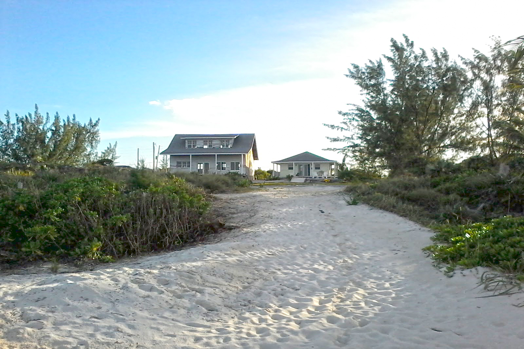 Maison unifamiliale pour l Vente à Great Harbour Cay House and Cottage Great Harbour Cay, Îles Berry Bahamas