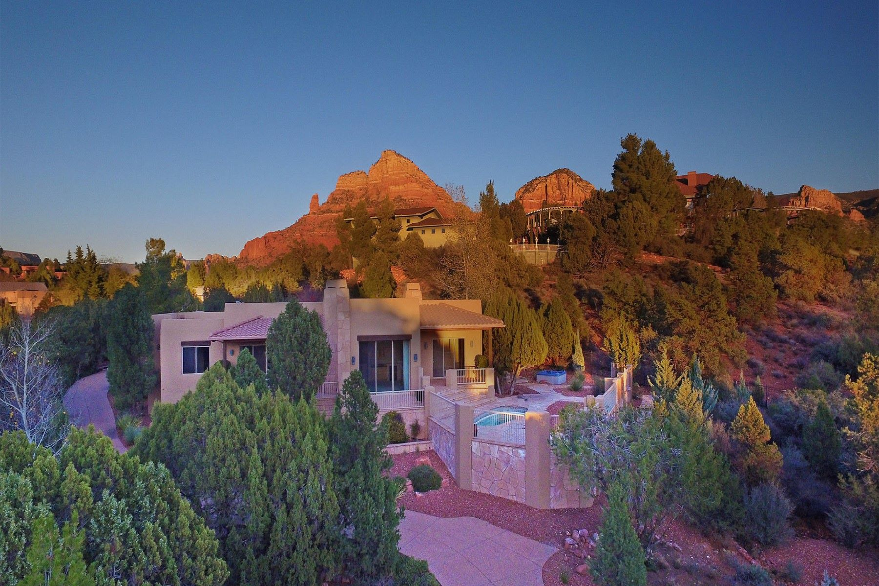 Casa para uma família para Venda às Gorgeous home with captivating views 45 Scenic Drive, Sedona, Arizona, 86336 Estados Unidos