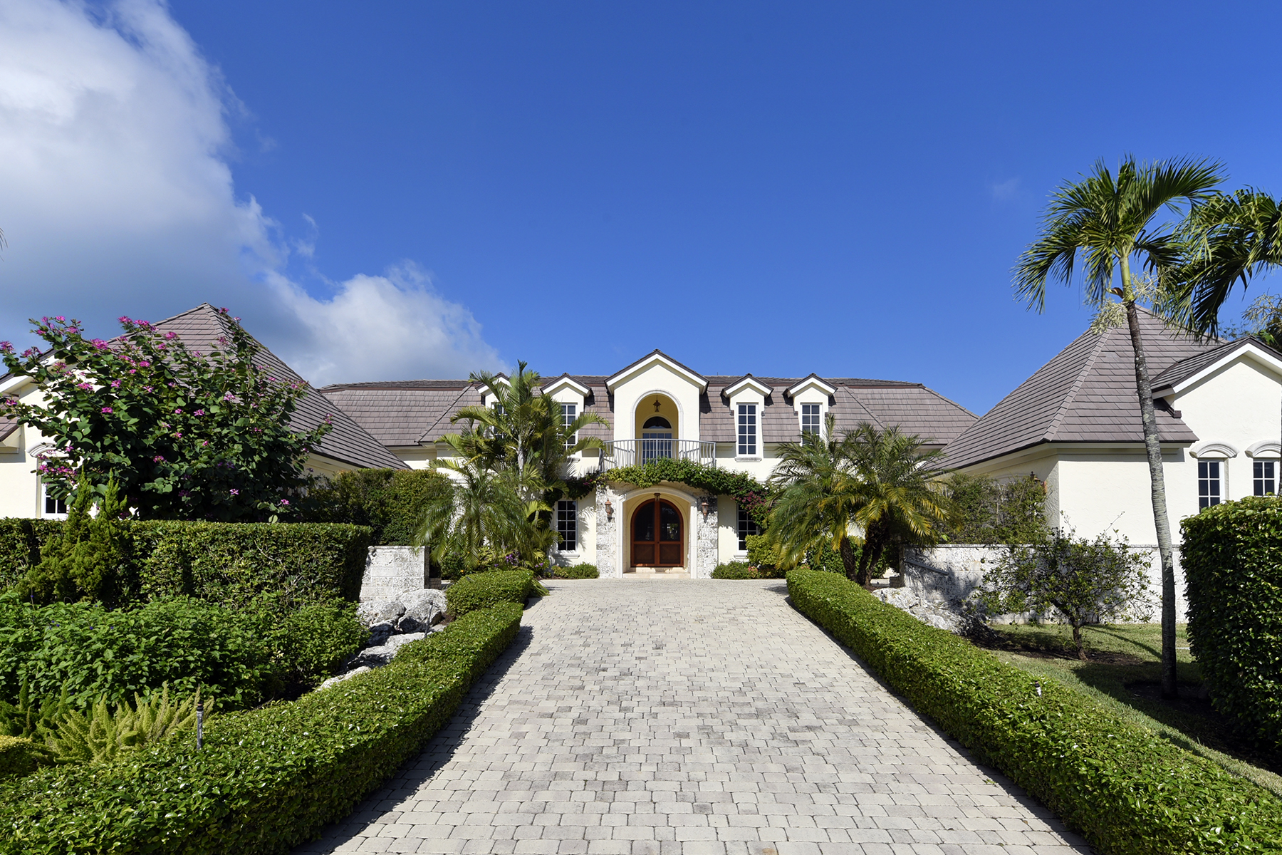 Maison unifamiliale pour l Vente à Expansive Waterfront Home at Ocean Reef 25 Bay Ridge Road Ocean Reef Community, Key Largo, Florida, 33037 États-Unis