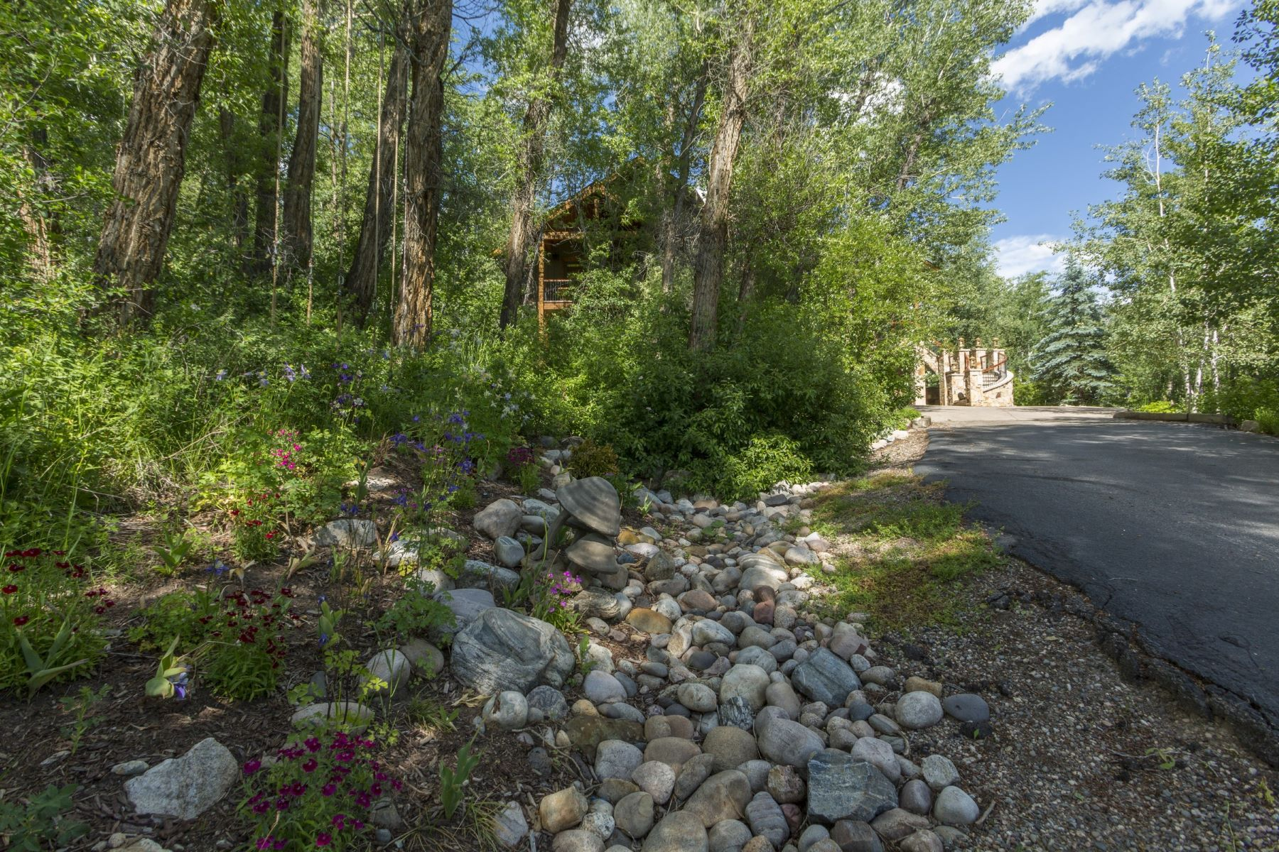 Additional photo for property listing at Desirable Mountain View Estates 687 Meadowbrook Circle Steamboat Springs, Colorado 80487 United States