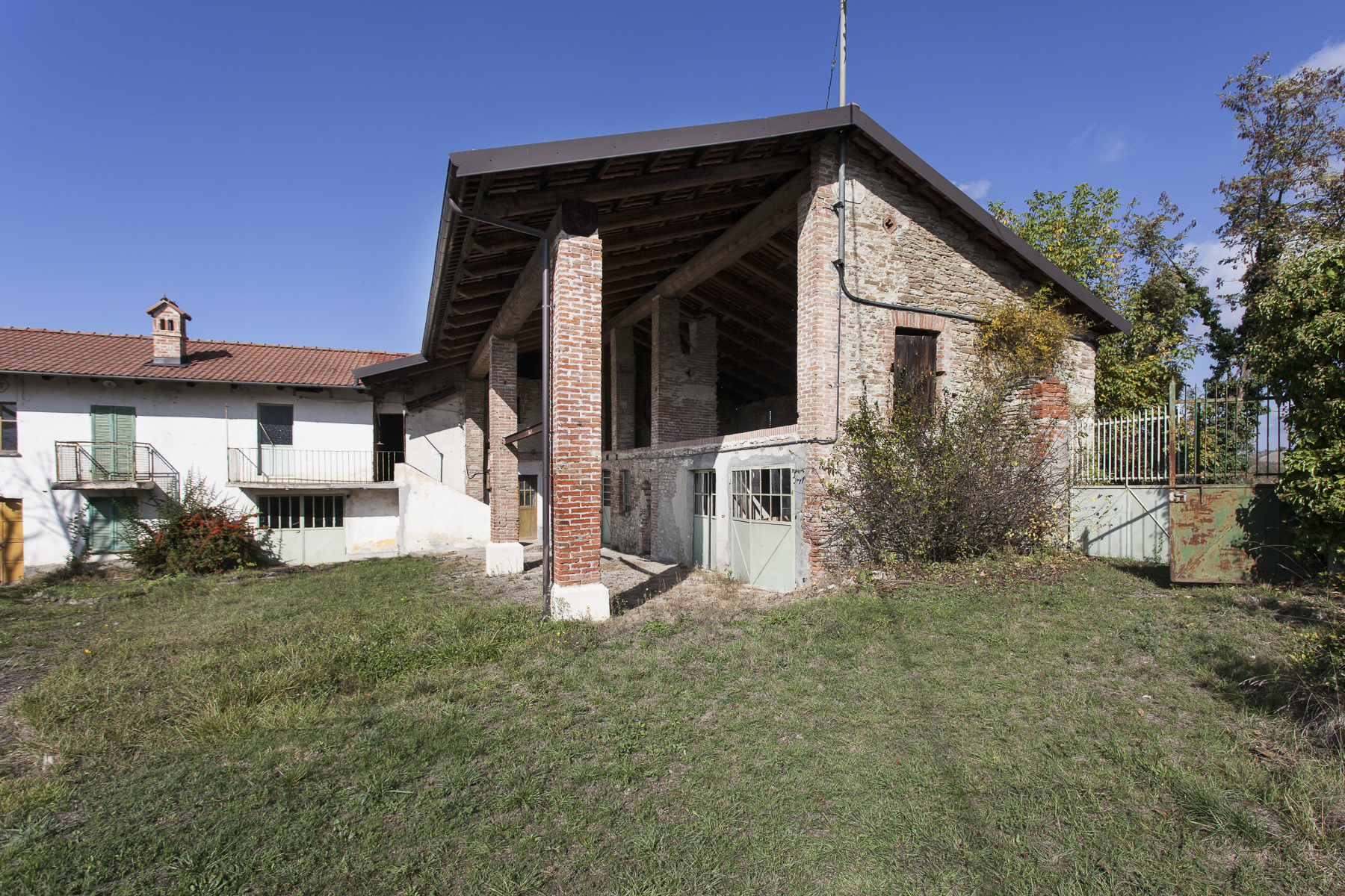 Additional photo for property listing at Propriété dans une unique positionne sur les collines des Langhe Frazione Surie Clavesana, Cuneo 12060 Italie