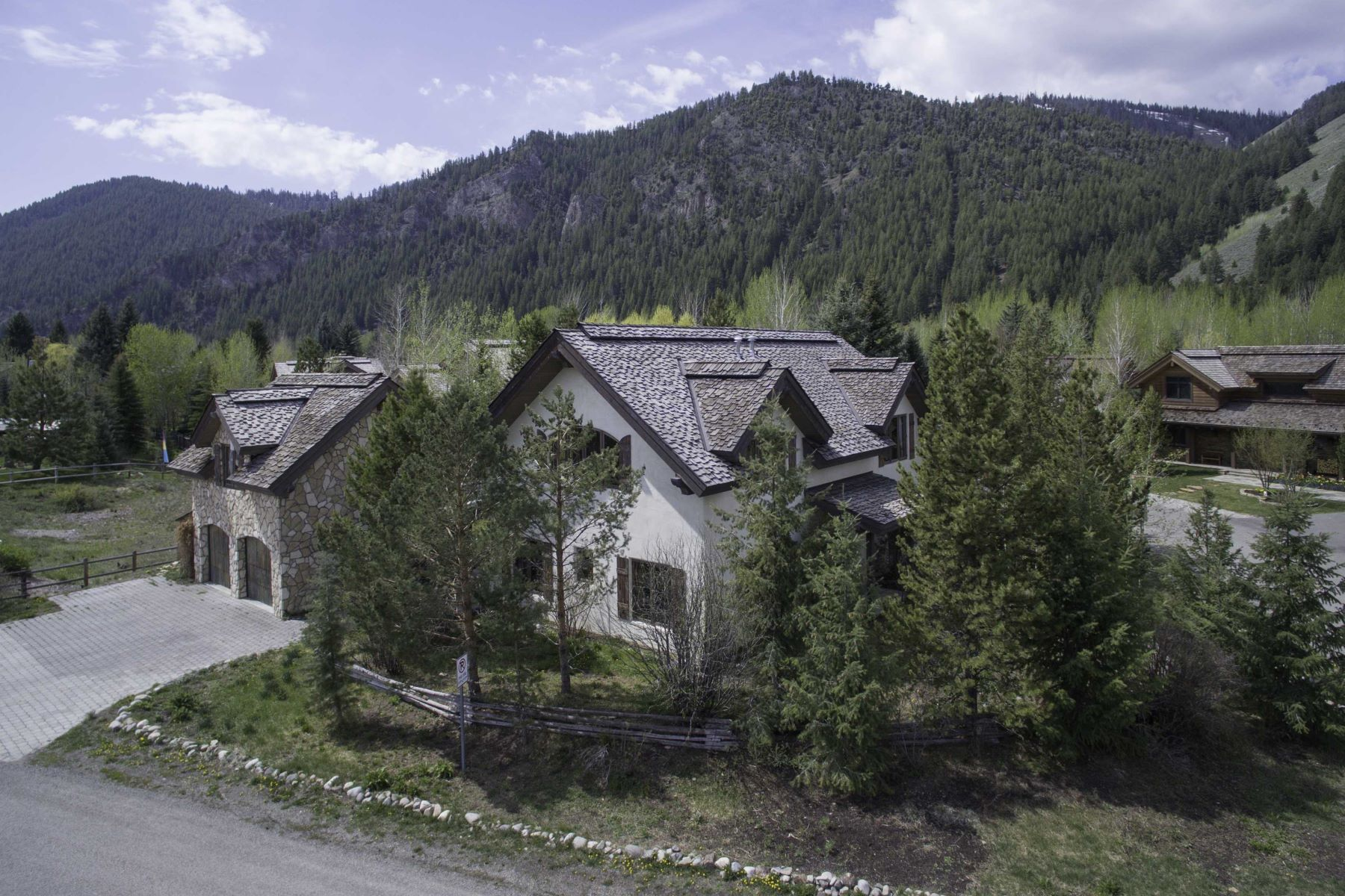 Additional photo for property listing at European Flair in Sun Valley 960 Rocking Horse Road Ketchum, Idaho 83340 États-Unis
