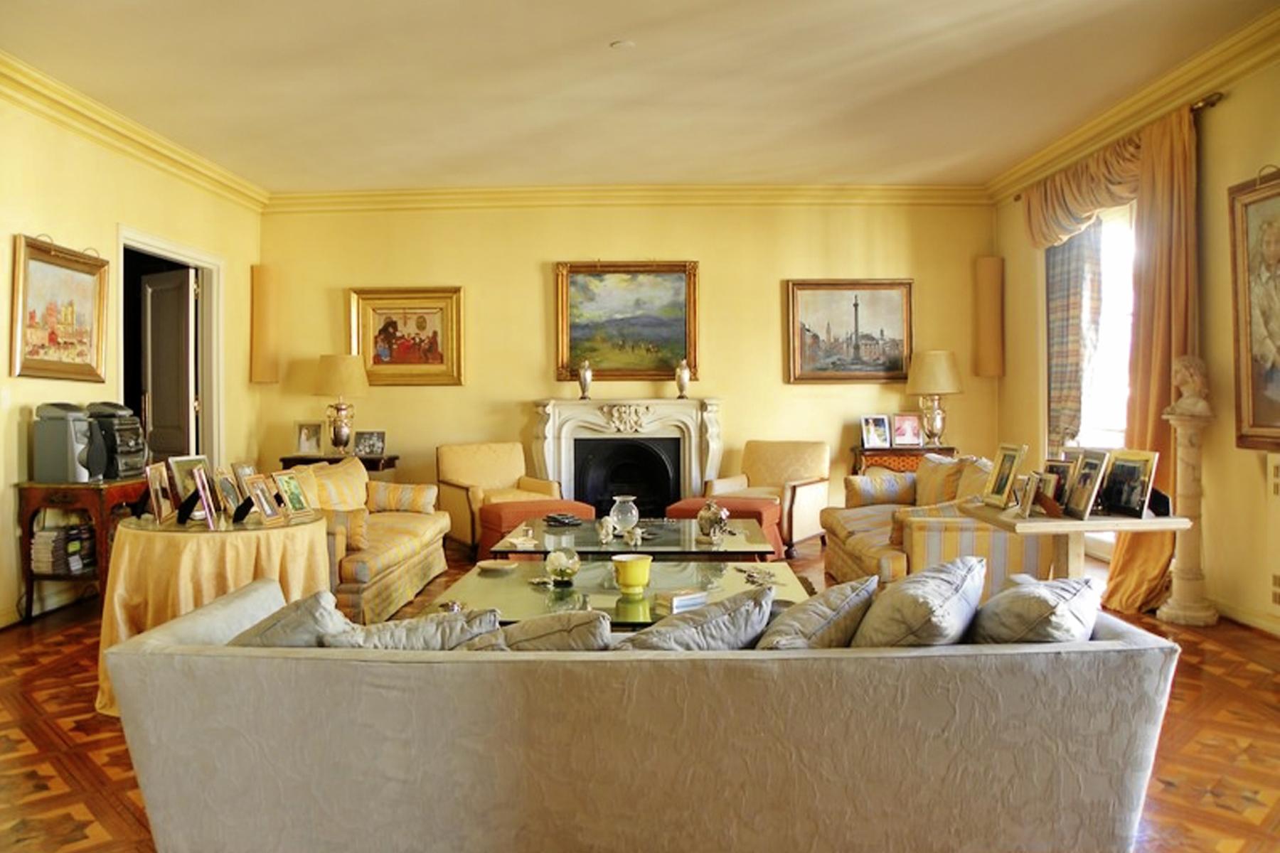 아파트 용 매매 에 Apartment in Recoleta Av Alvear 1500 Buenos Aires, 부에노스아이레스, C1014AAC 아르헨티나