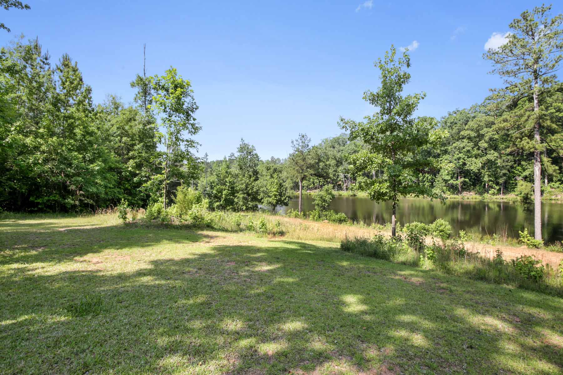 Additional photo for property listing at Create your getaway just around the corner from the Serenbe community! 10873 Hutcheson Ferry Road Chattahoochee Hills, Georgia 30268 Stati Uniti
