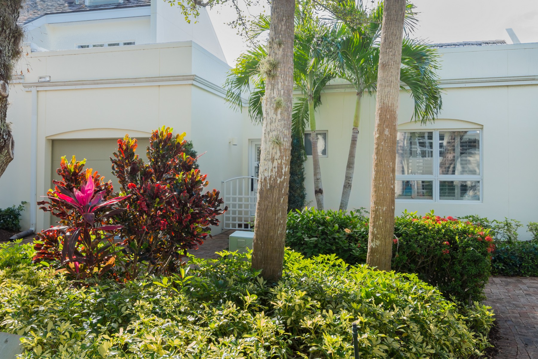 Villa per Vendita alle ore Courtyard home with Private Pool 8365 Baytree Drive Vero Beach, Florida, 32963 Stati Uniti