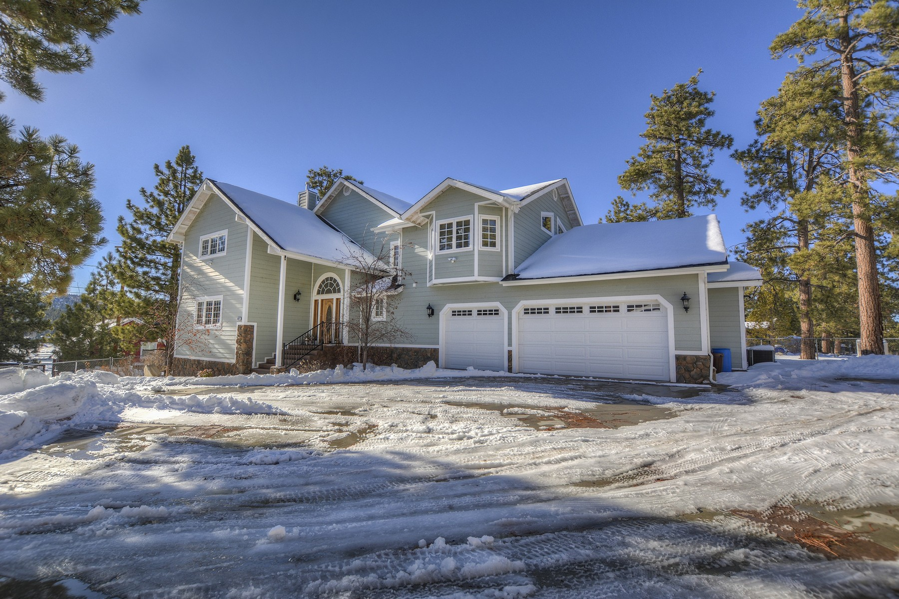 Single Family Home for Sale at Big Bear 39614 Lake Drive Big Bear Lake, California 92315 United States
