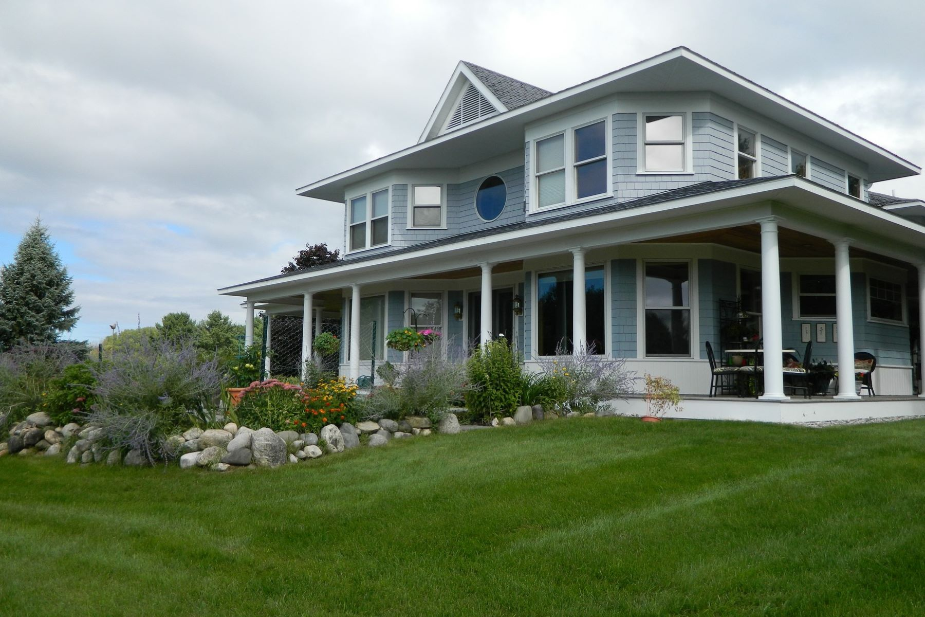 Casa Unifamiliar por un Venta en 6281 S. Lake Shore Drive, Harbor Springs Harbor Springs, Michigan, 49740 Estados Unidos