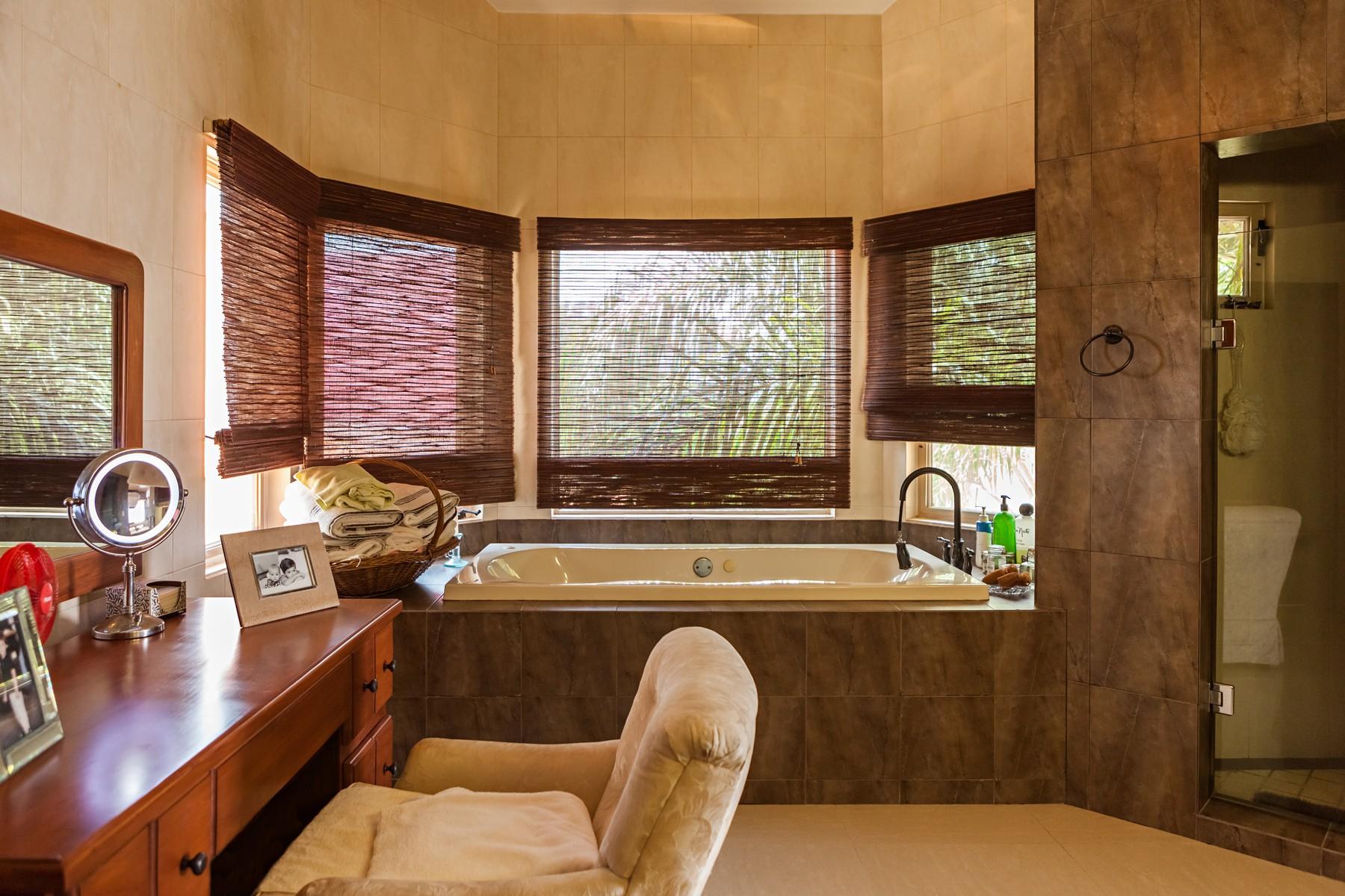 Additional photo for property listing at Casa Tranquila, Manzanillo Calle Almendros 100 Manzanillo, Colima 28860 México