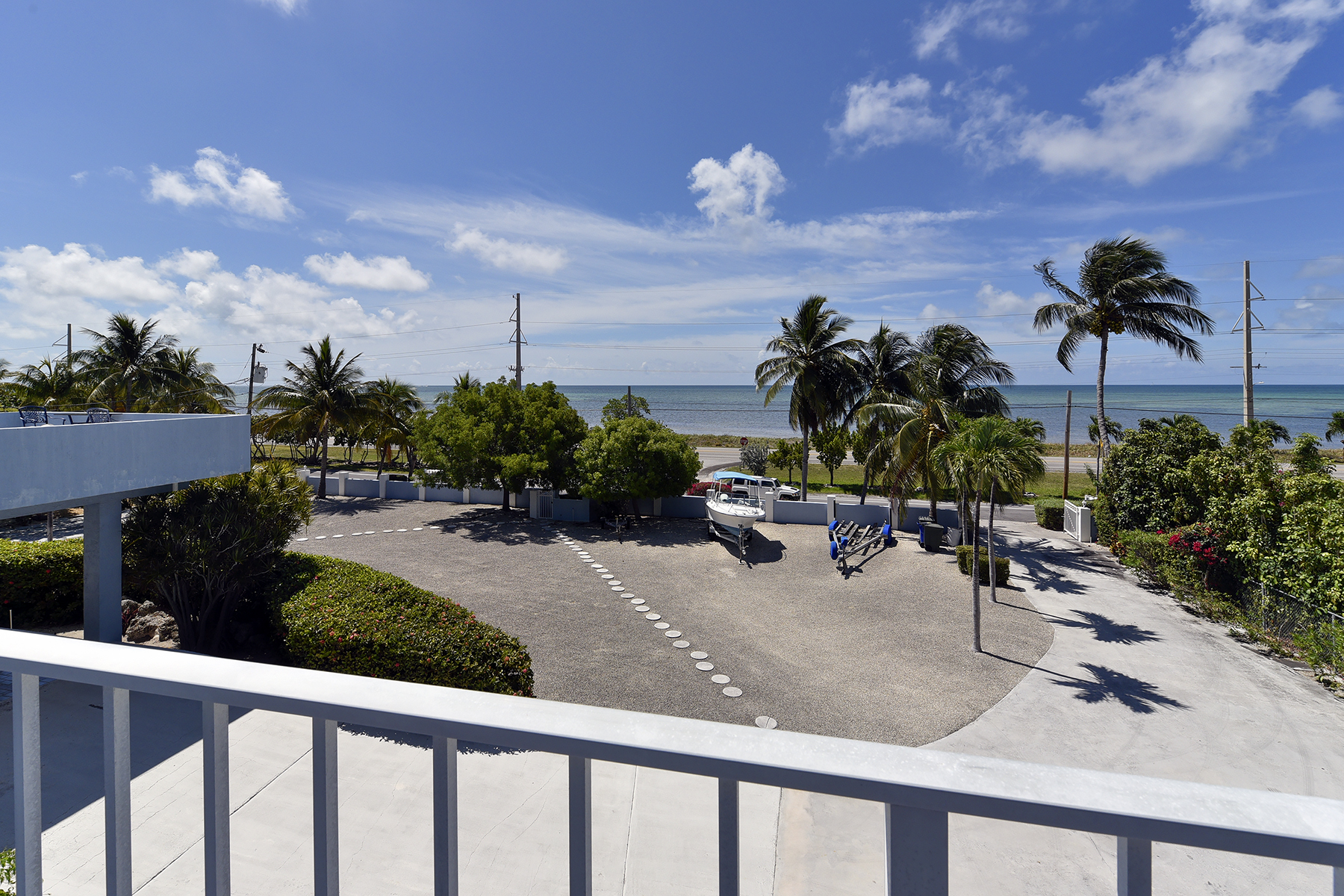 Additional photo for property listing at Desirable Sandglass Unit 74980 Overseas Highway #4 Islamorada, Florida 33036 Vereinigte Staaten