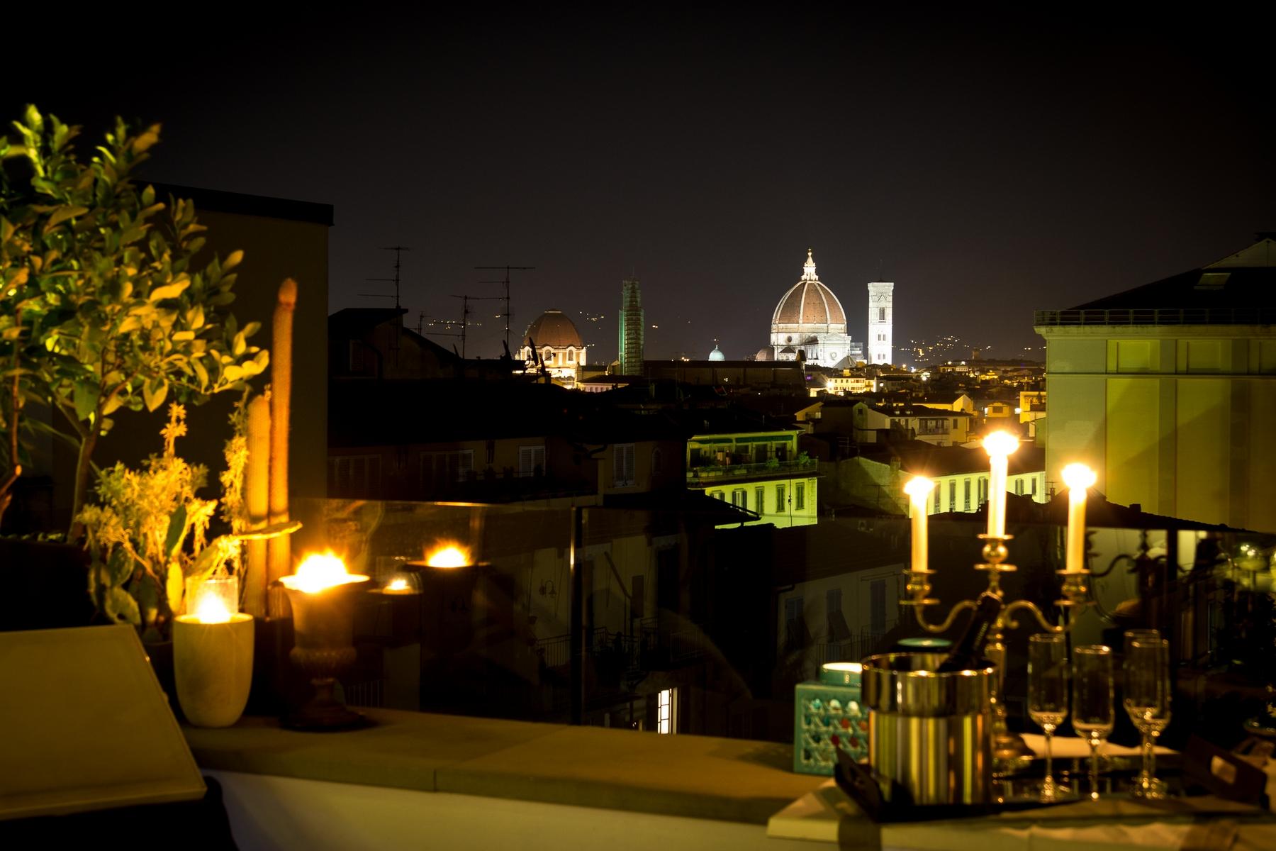 Einfamilienhaus für Verkauf beim Lovely penthouse with views over Florence Firenze, Florence Italien