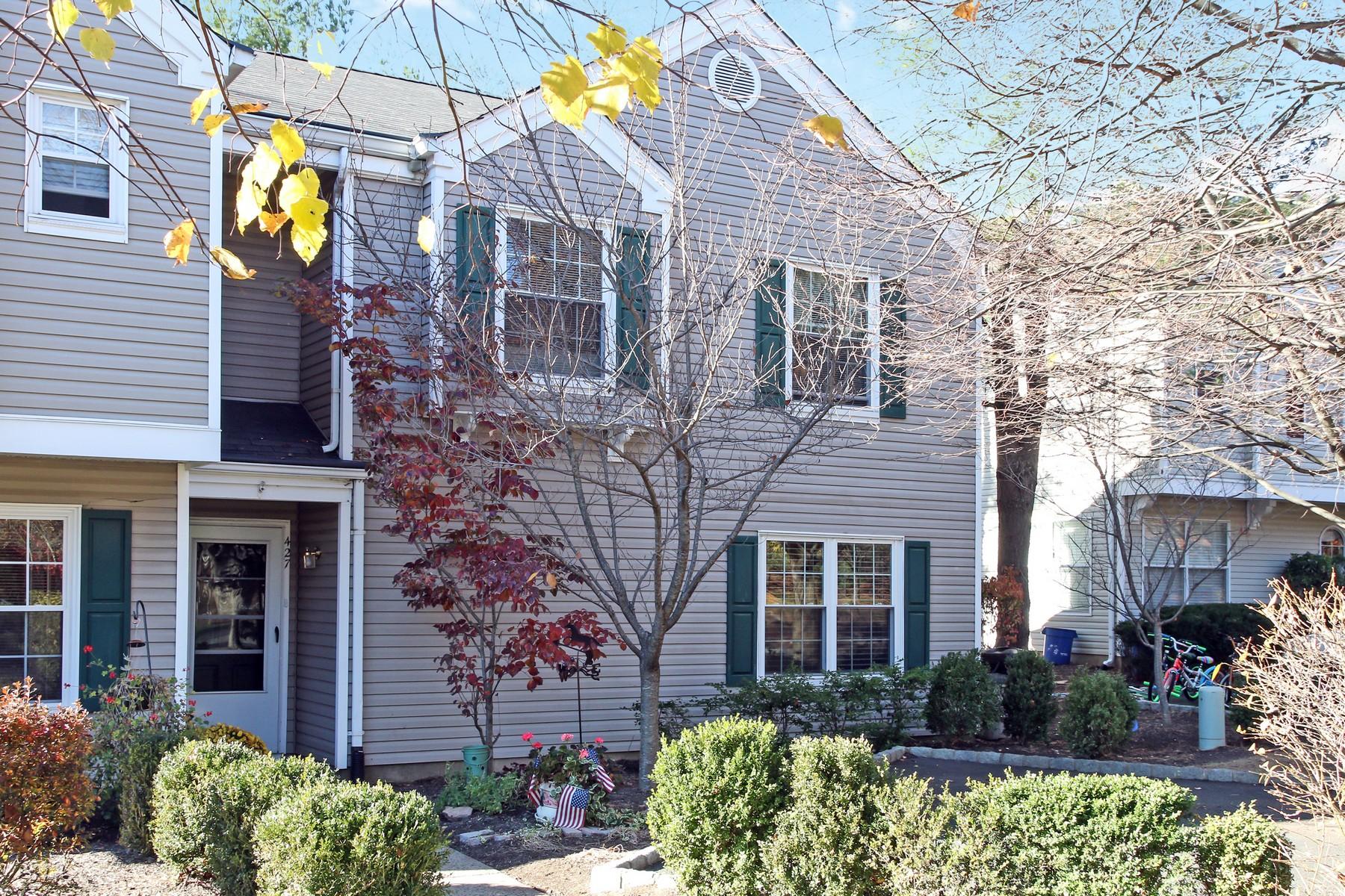 타운하우스 용 매매 에 Beautifully Renovated Townhouse 427 Cardinal Lane Bedminster, 뉴저지, 07921 미국