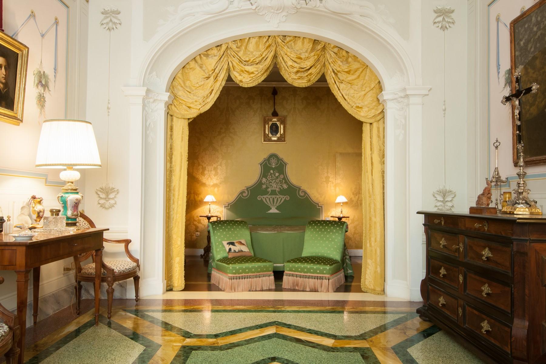 Appartement pour l Vente à Prestigious apartment with frescoes Piazza San Francesco Prato, Prato 59100 Italie