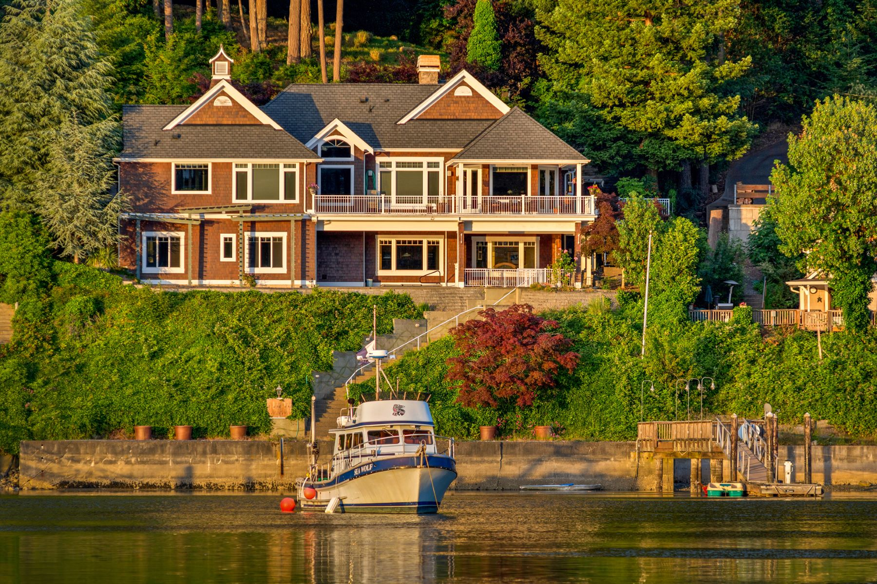 Villa per Vendita alle ore Gig Harbor Waterfront Living 8104 Goodman Drive Gig Harbor, Washington, 98335 Stati Uniti