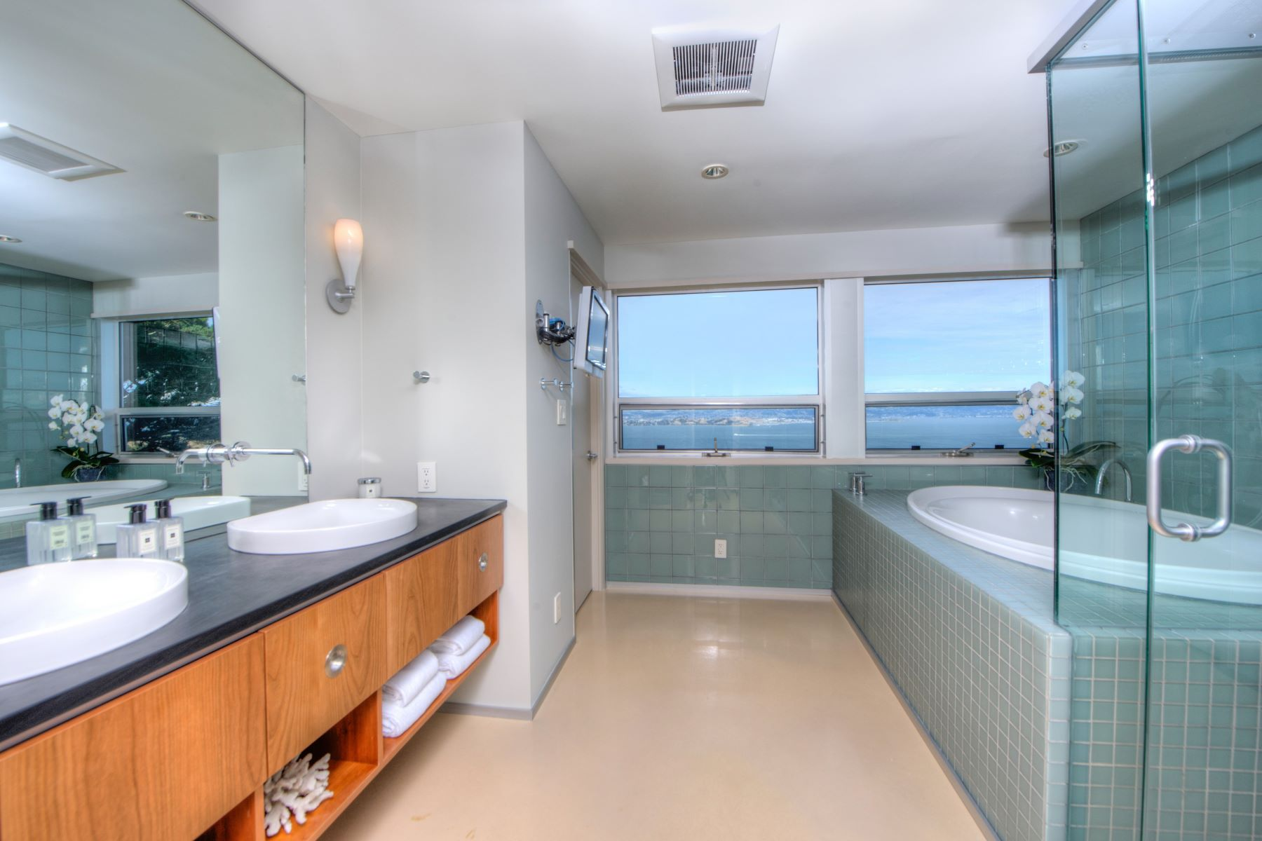 Additional photo for property listing at Above and Beyond 116 Sugarloaf Dr Tiburon, California 94920 United States