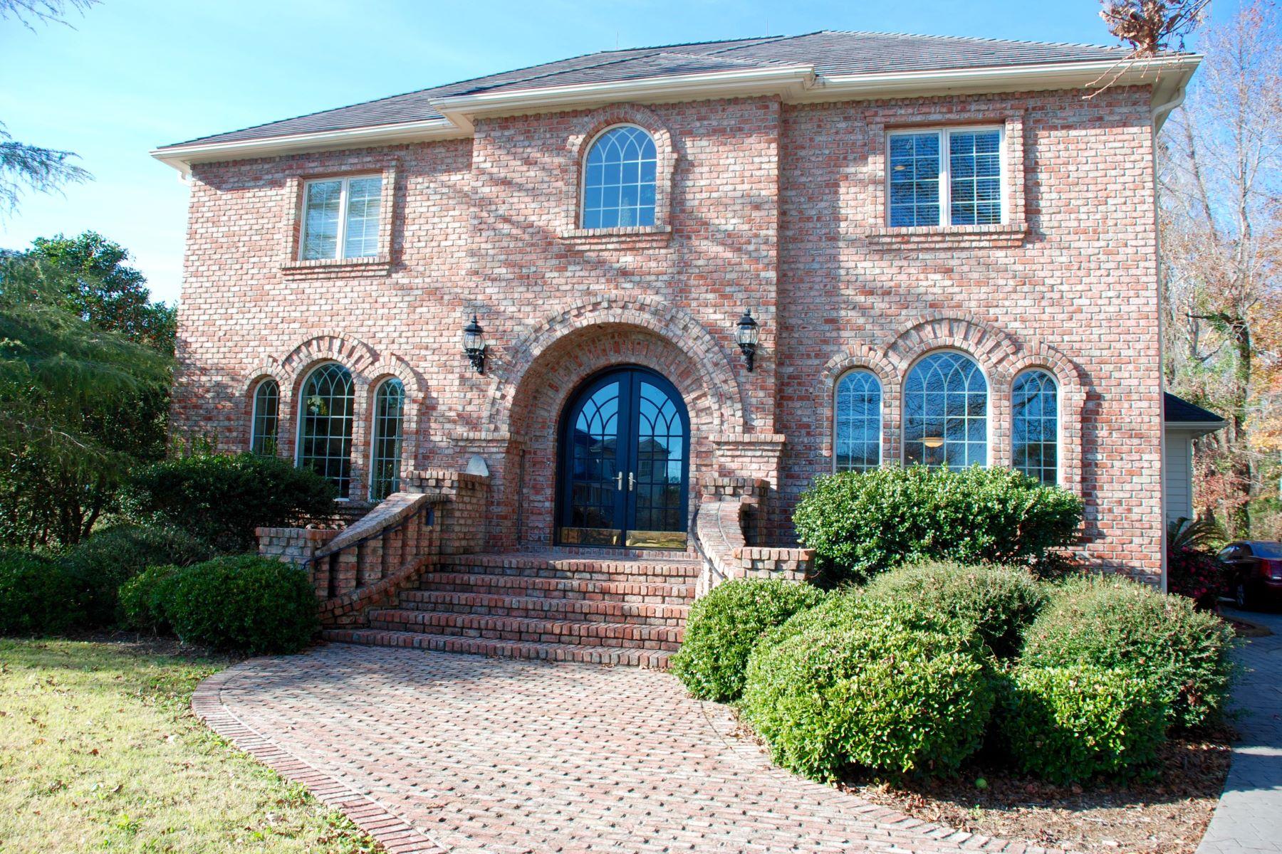 Casa Unifamiliar por un Venta en Stately Custom Built Brick Home 2768 Pinecrest Drive SE Southport, Carolina Del Norte 28461 Estados Unidos
