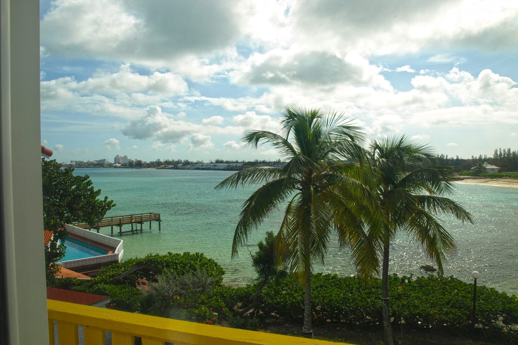Additional photo for property listing at Delaporte Townhouse with Privacy Cable Beach, Nueva Providencia / Nassau Bahamas
