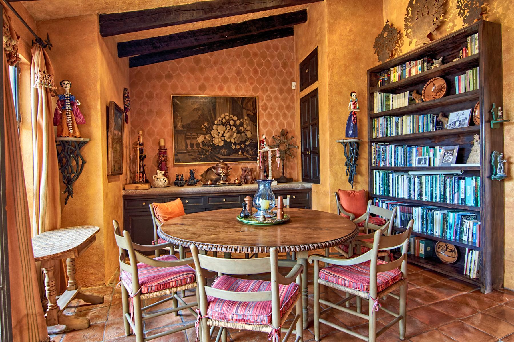 Additional photo for property listing at Casa Colonial Salida a Queretaro 40 San Miguel De Allende, Guanajuato 37700 México