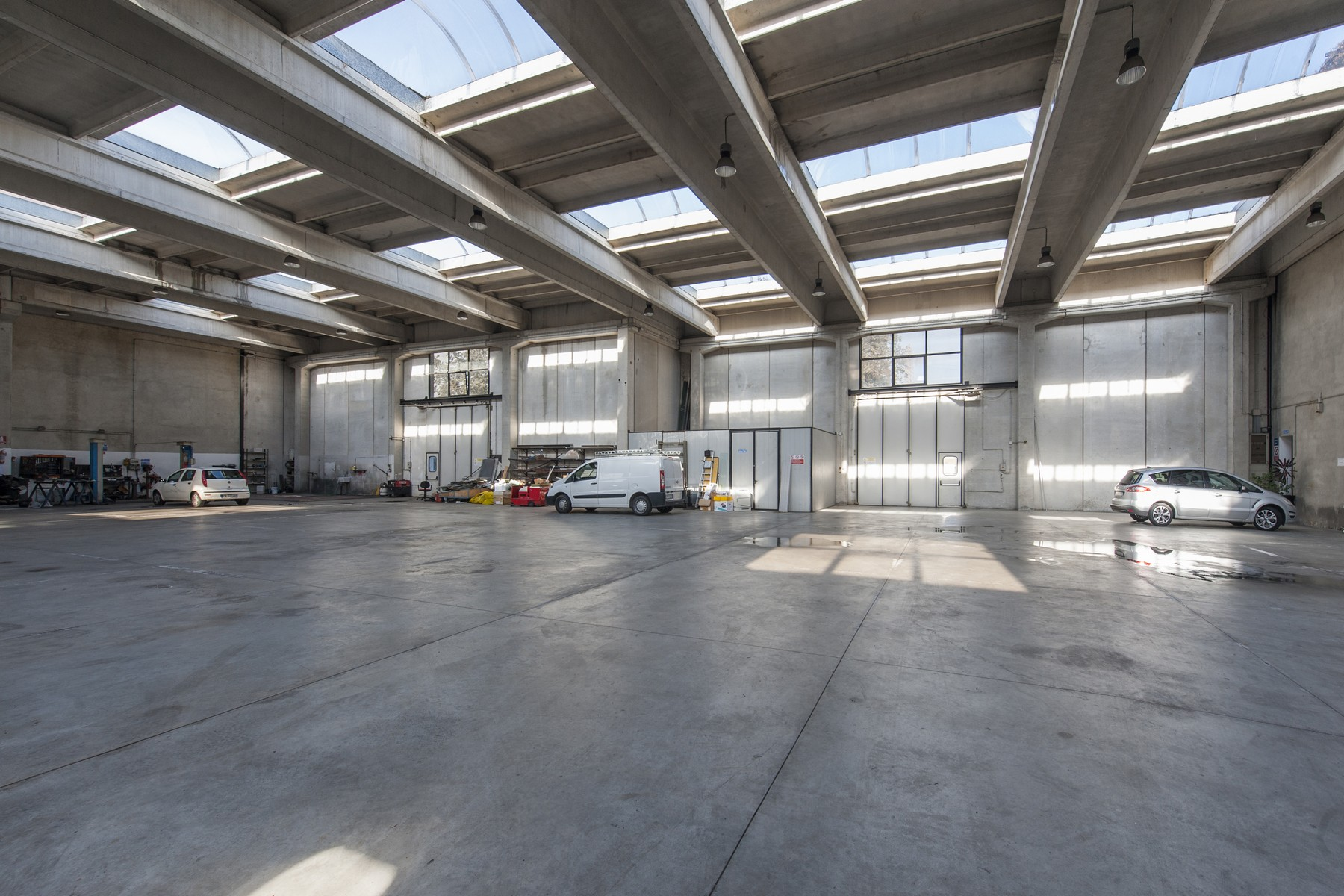 Additional photo for property listing at Commercial building with offices, warehouse and guesthouse Rome, Rome Italien