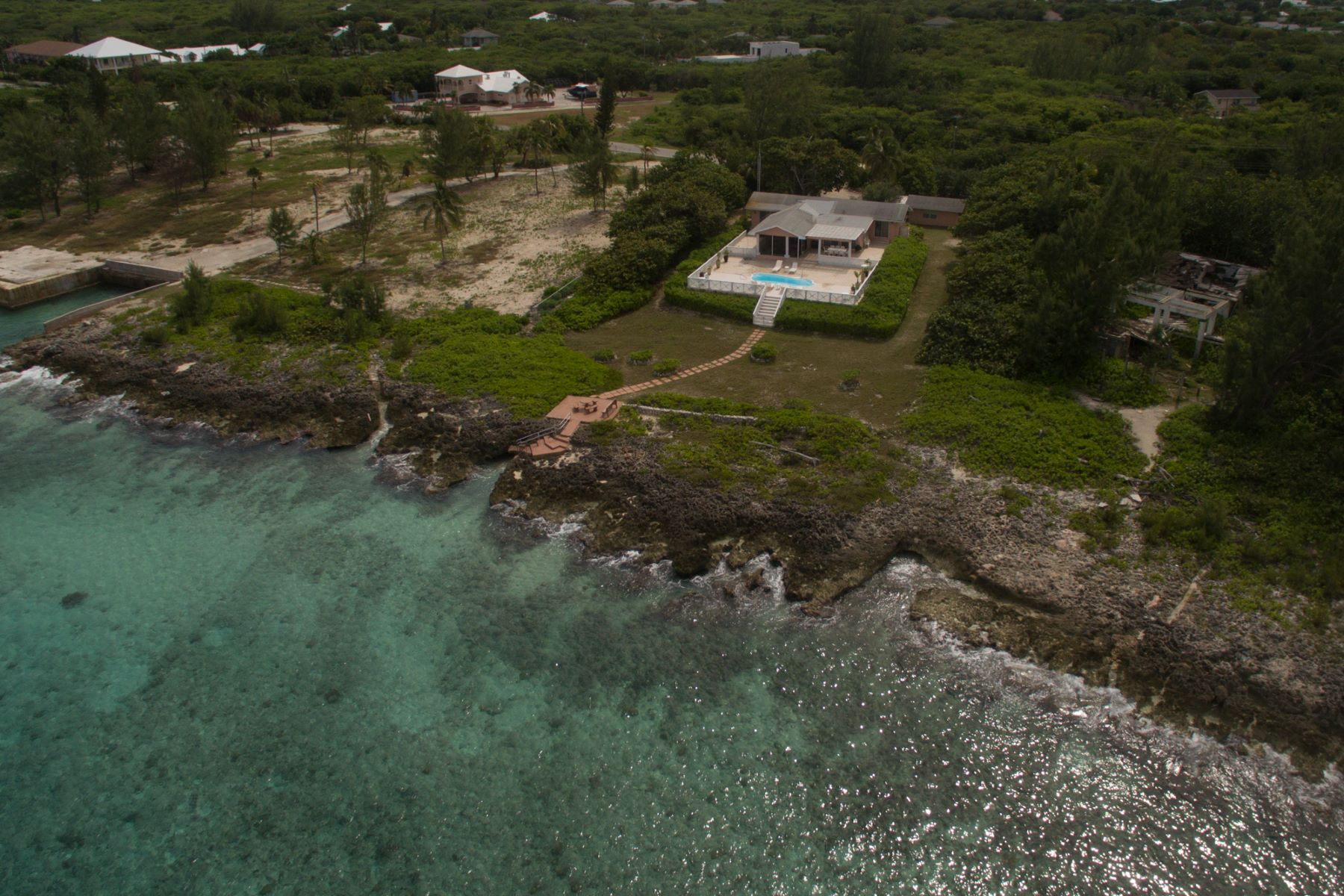 Additional photo for property listing at Spanish Bay ocean front home Conch Point Rd Spanish Bay West Bay, Gran Caimán KY1 Islas Caimán