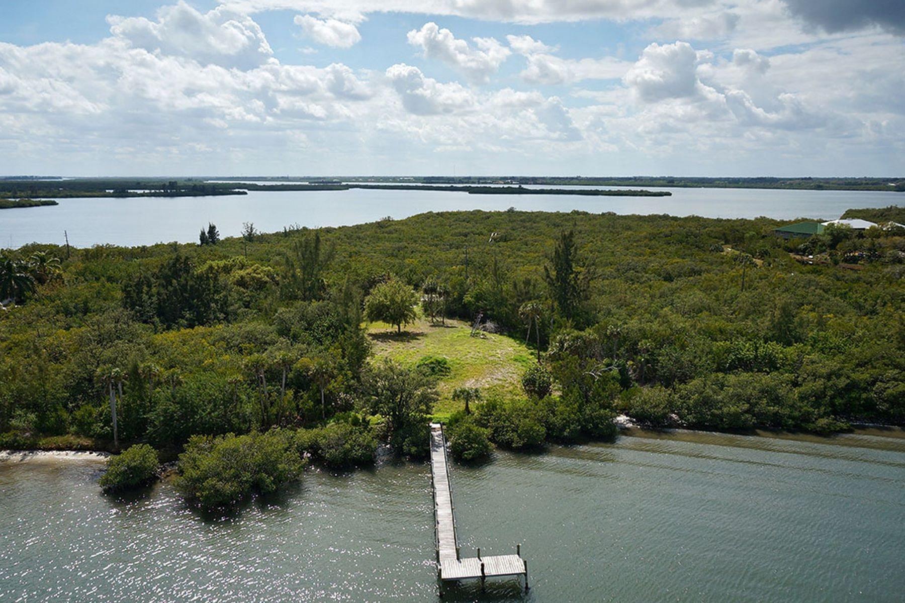 أراضي للـ Sale في 3+ Acre Riverfront Homesite 250 Live Oak Lane, Vero Beach, Florida, 32963 United States
