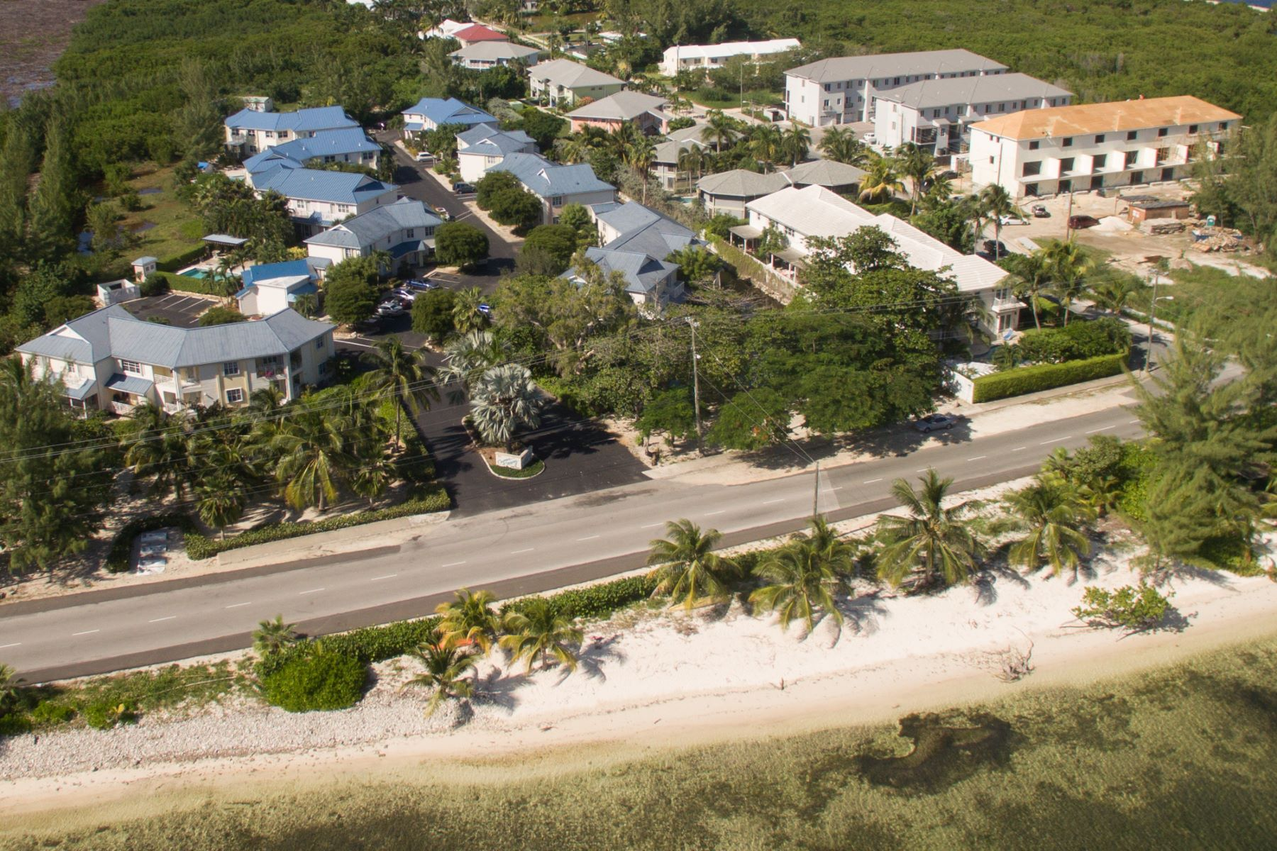 Adosado por un Venta en Cayman Crossing New Build Cayman Crossing Ph. 3 South Sound, Gran Caimán KY1 Islas Caimán