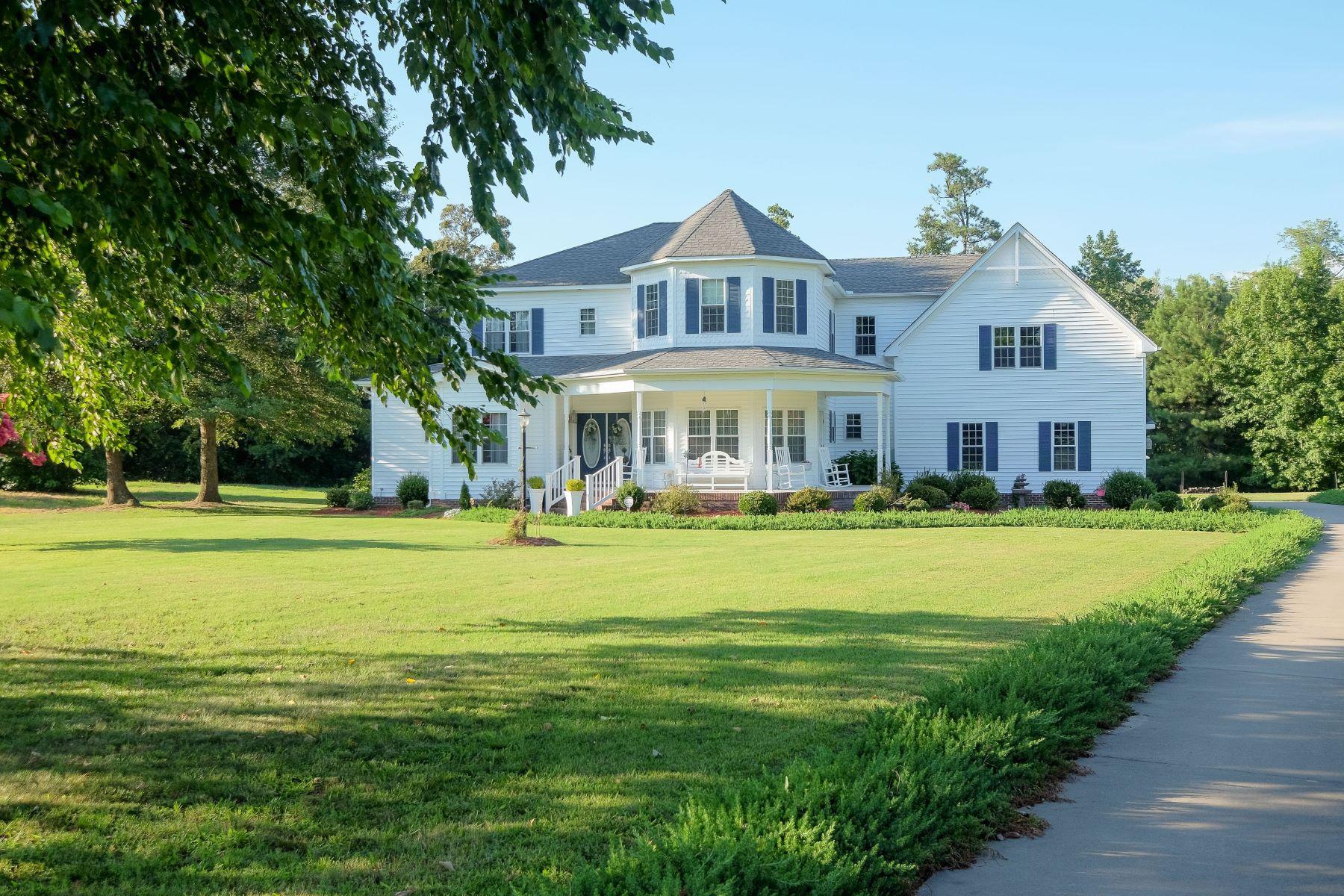 Casa Unifamiliar por un Venta en SPACIOUS HOME IN GATED COMMUNITY 137 Lake Wood Dr Edenton, Carolina Del Norte, 27932 Estados Unidos