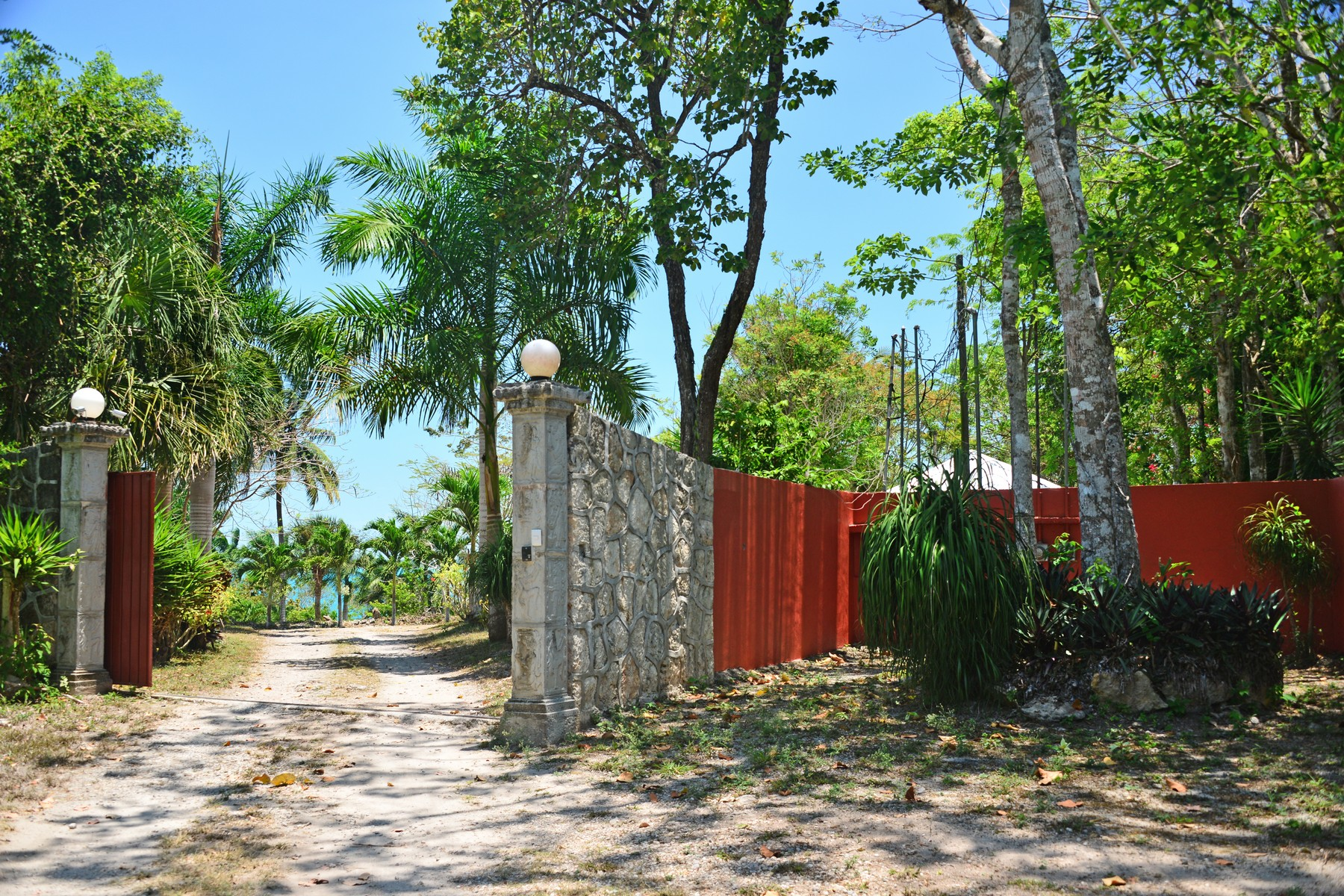 Additional photo for property listing at HIDDEN PARADISE ON LAGOON BACALAR  Other Quintana Roo, Quintana Roo 77930 Mexico