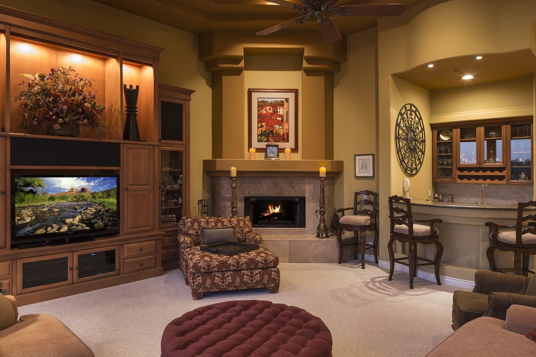 Maison unifamiliale pour l Vente à Elegant Updated Custom Home Situated on a Prime 1.5 Acre Cul-de-Sac Lot 9321 E Via Del Sol Drive Scottsdale, Arizona, 85255 États-Unis