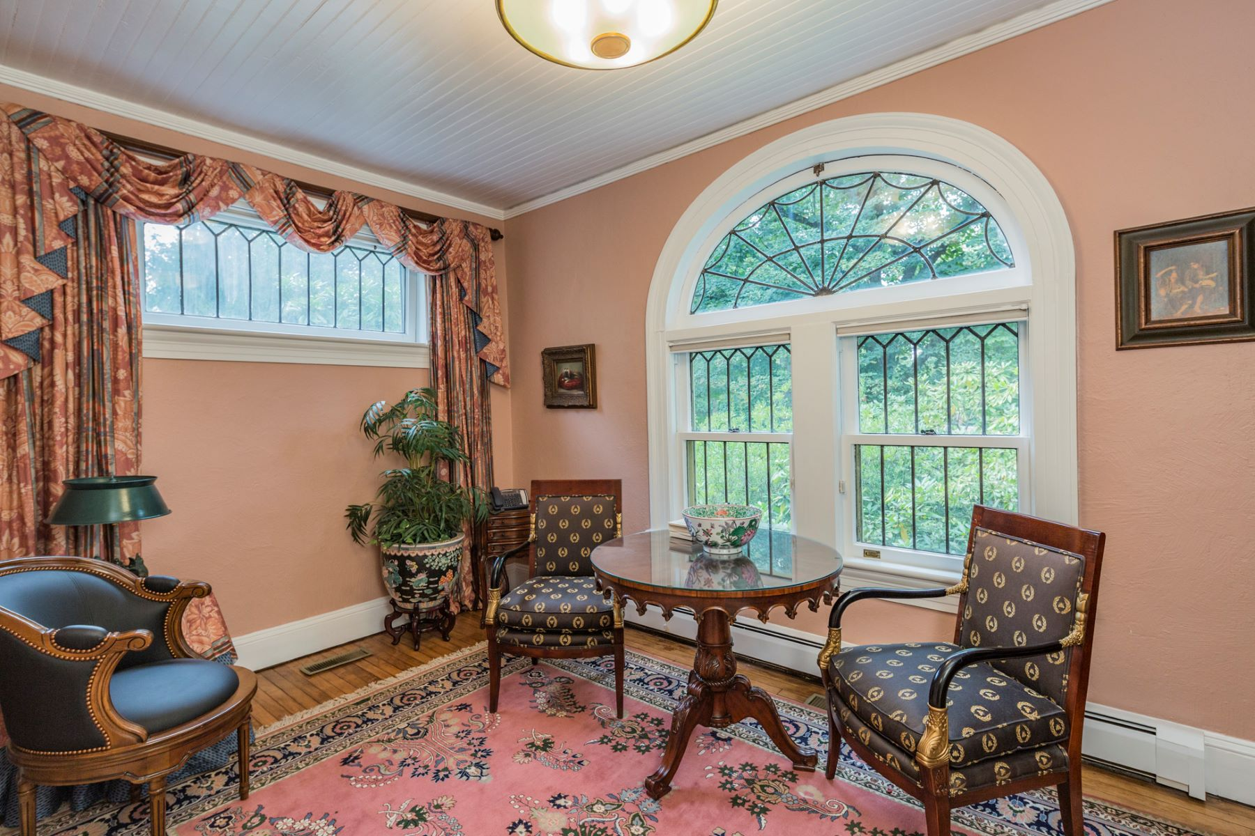 Additional photo for property listing at European Elegance And Updated Convenience On Library Place 107 Library Place, Princeton, New Jersey 08540 États-Unis