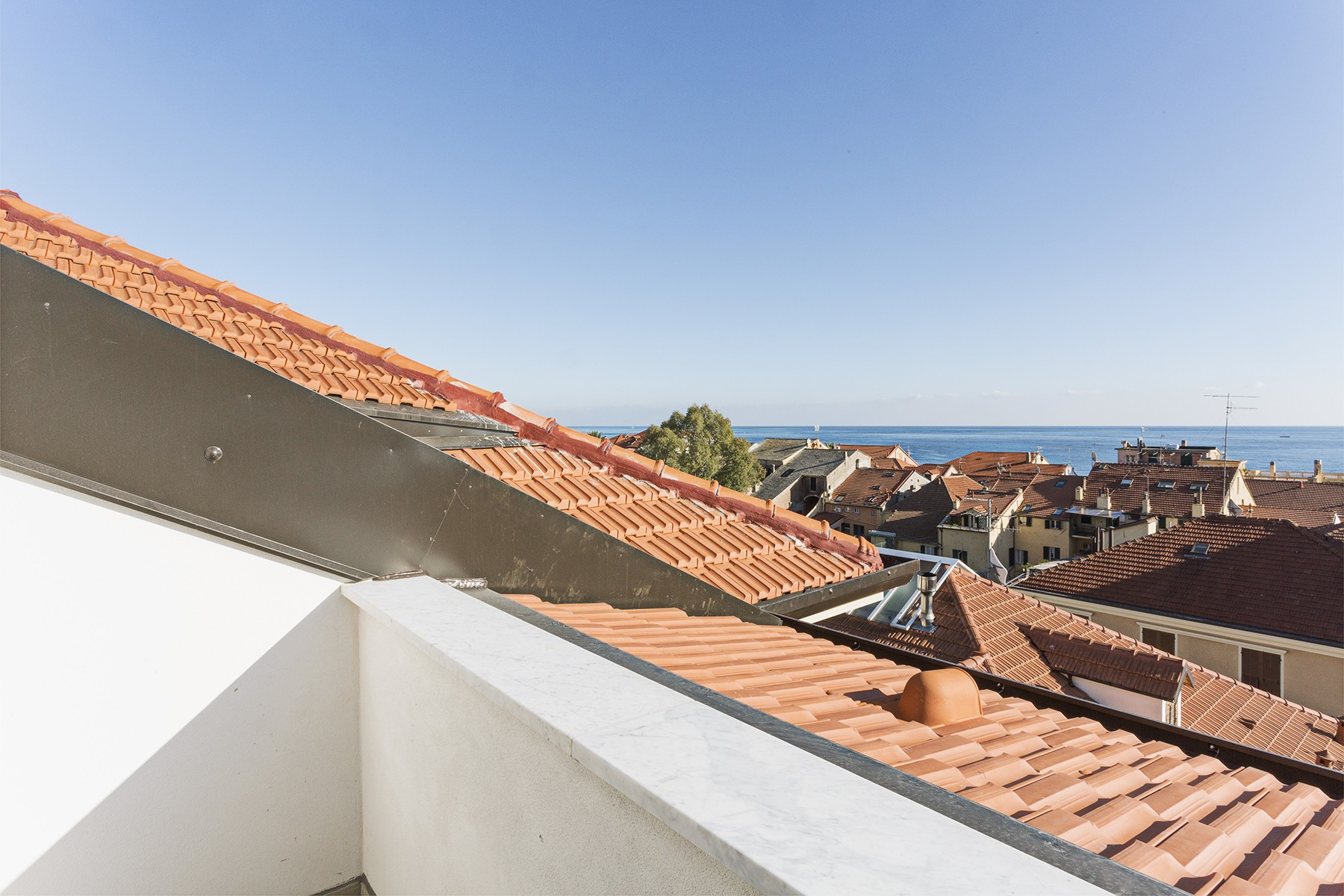 Additional photo for property listing at See view Penthouse in Alassio Via Mazzini Alassio, Savona 17021 Italien