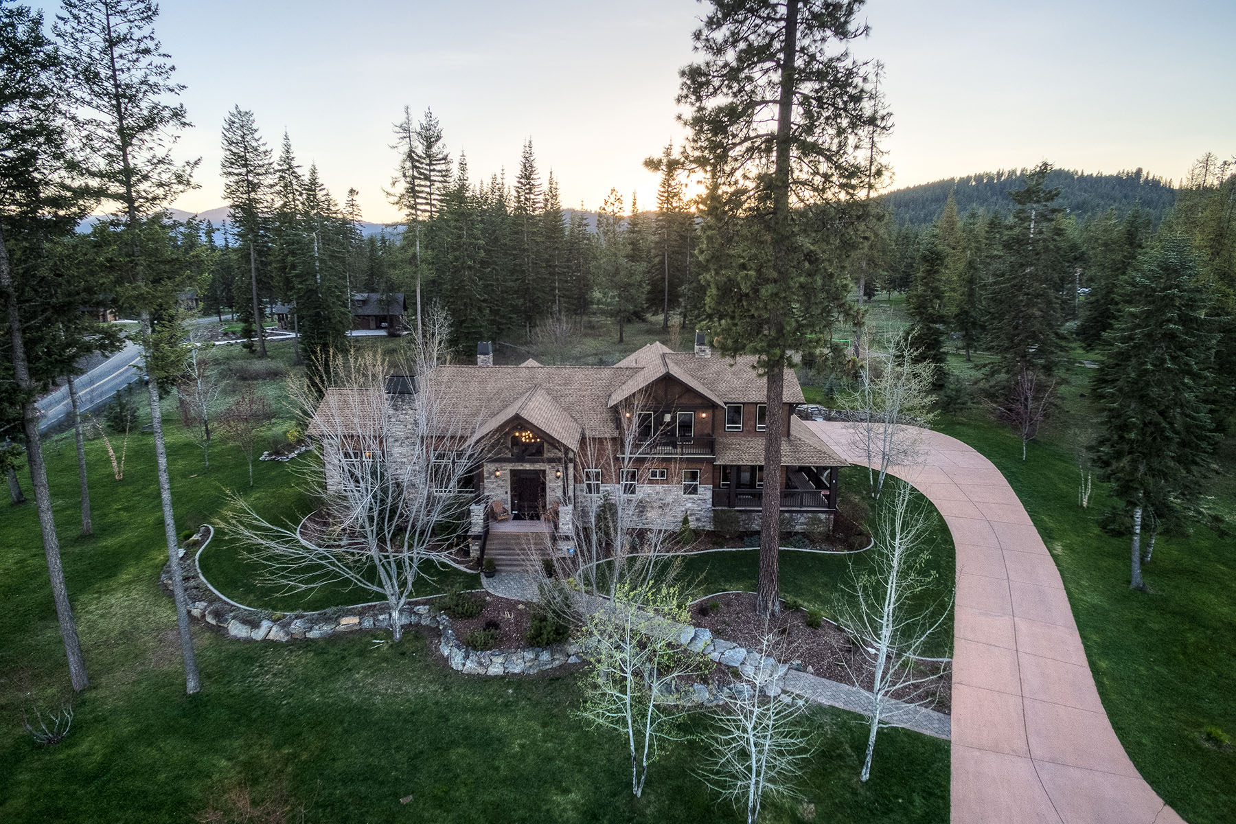 Single Family Home for Sale at Quality Custom-Built Home in Cougar Bay 2400 S Espinazo Dr Coeur D Alene, Idaho, 83814 United States