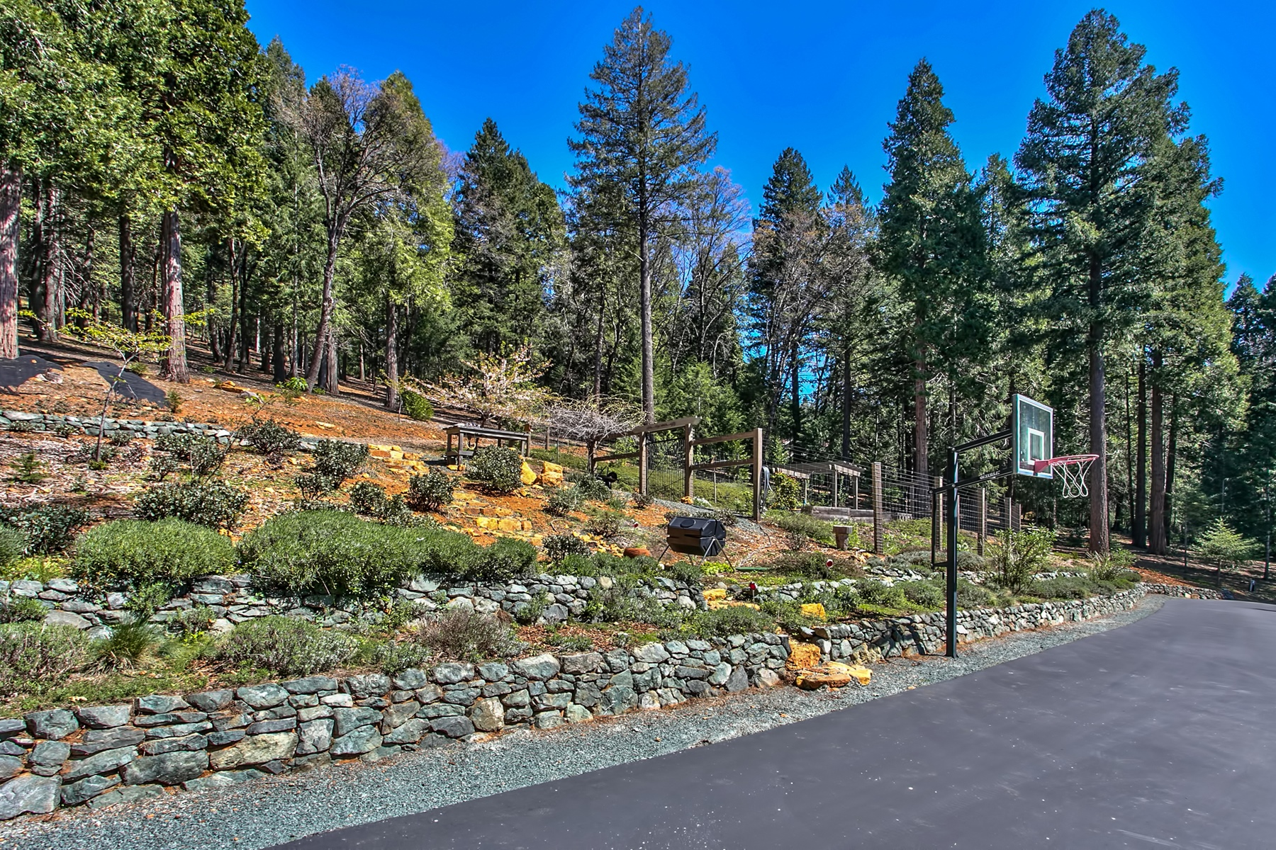 Additional photo for property listing at 11627 Caroline Lane 11627 Caroline Lane Nevada City, California 95959 Estados Unidos
