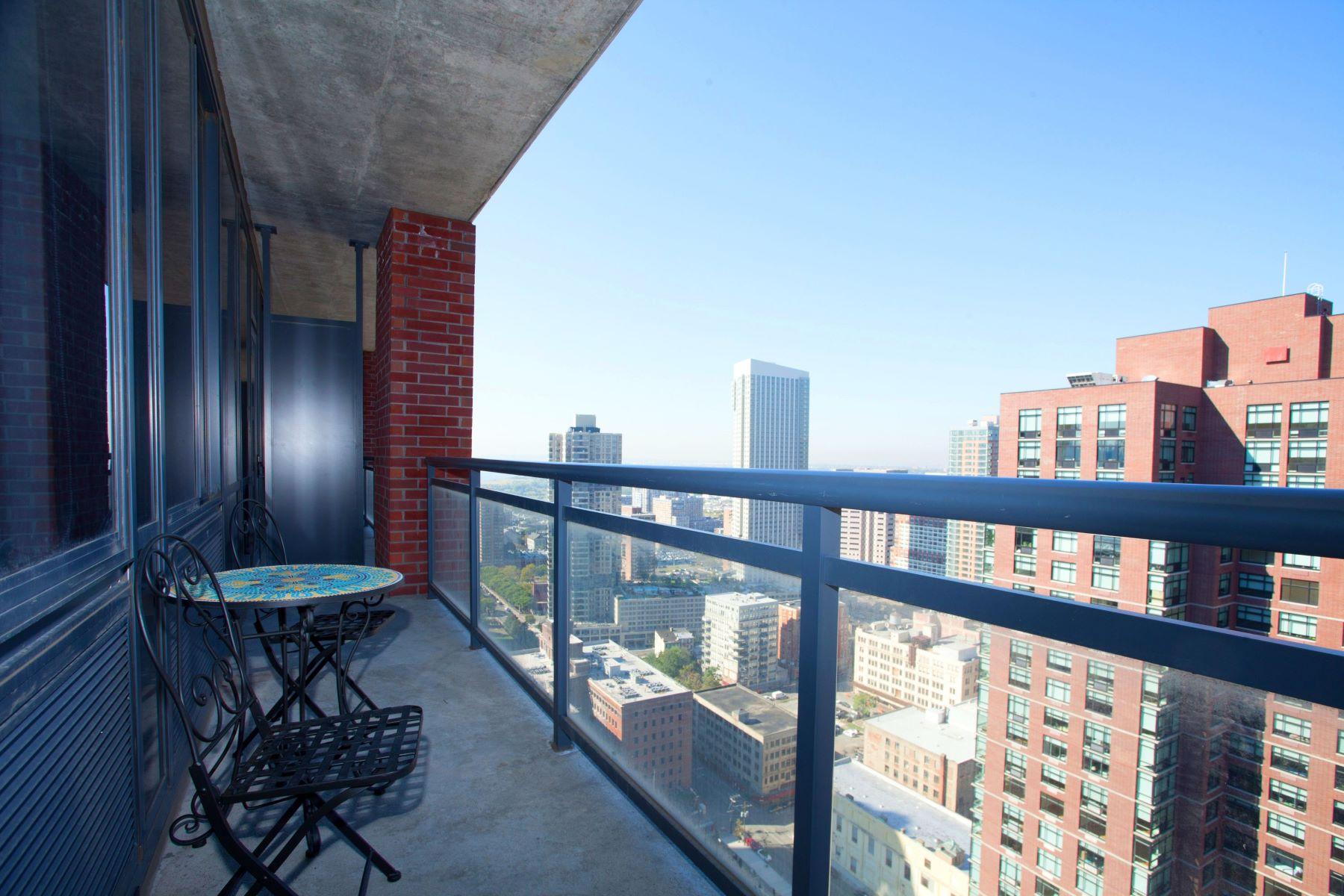 """共管式独立产权公寓 为 销售 在 Luxury Penthouse at """"The A"""" 389 Washington Street #34D 泽西城, 新泽西州 07002 美国"""