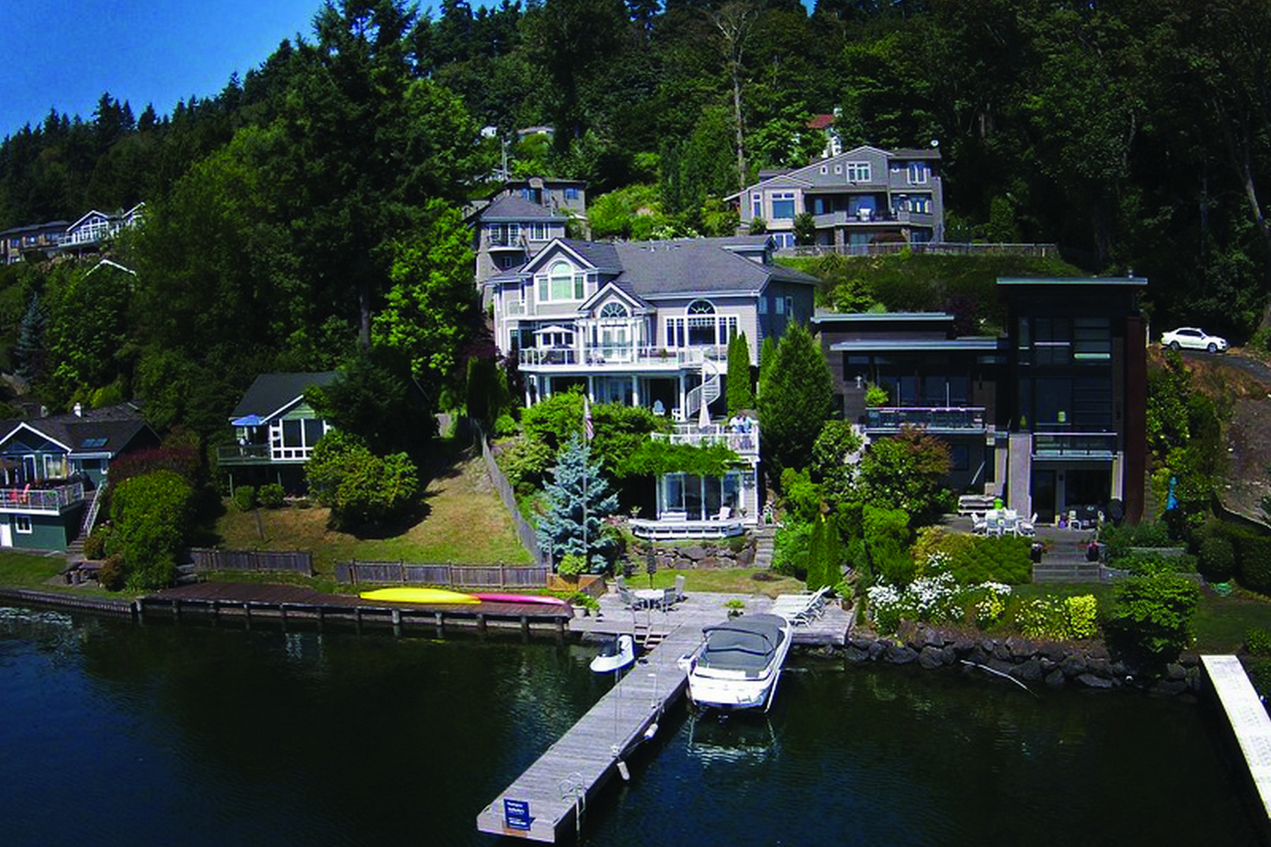 Maison unifamiliale pour l Vente à Peaceful South End Waterfront Estate 7908 E Mercer Wy Mercer Island, Washington, 98040 États-Unis