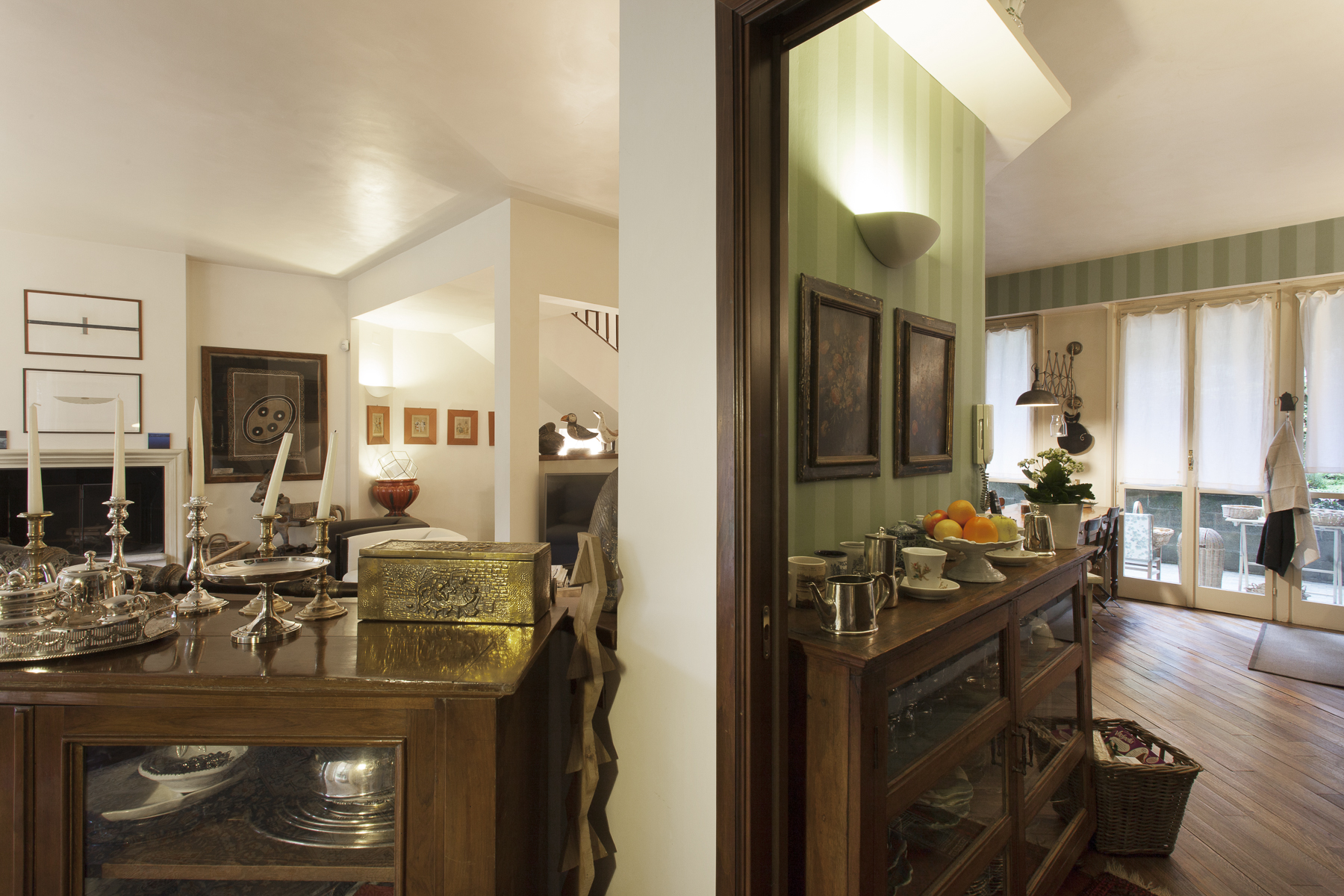 Additional photo for property listing at Magnificent Mews in Crimea Strada Antica di San Vito Turin, Turin 10133 Italie